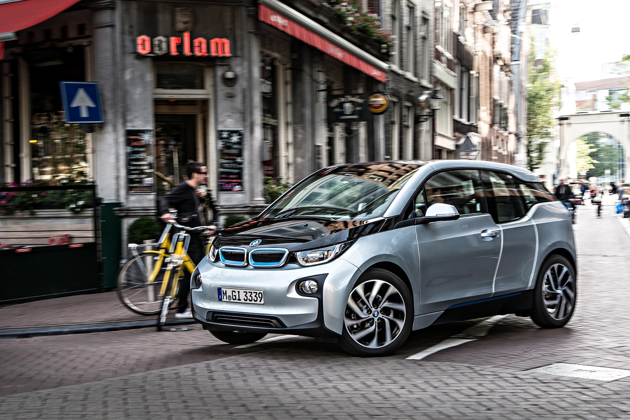 2014 BMW I3 EDrive Three Quarters In Motion City1