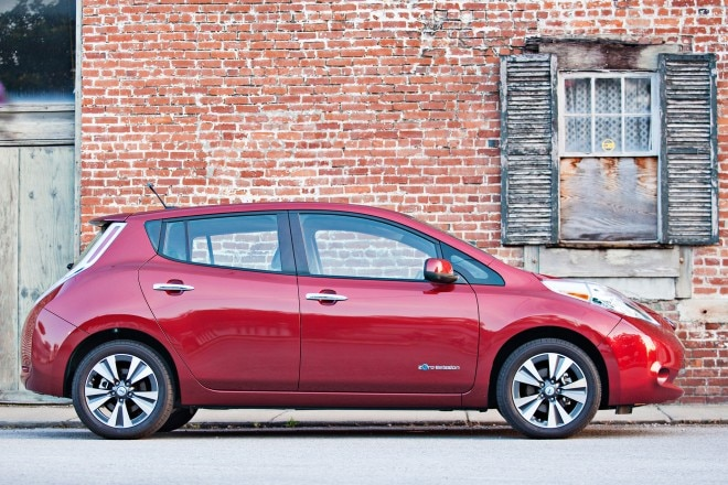 2014 Nissan LEAF Side View1 660x440