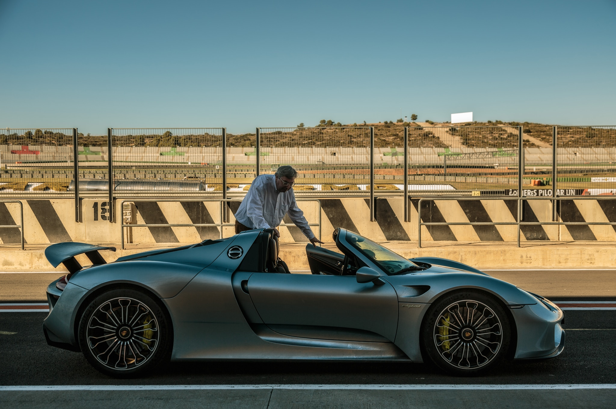 2014-Porsche-918-Spyder-in-Germany-side-profile Gorgeous Porsche 918 Spyder High-performance Concept Cars Trend