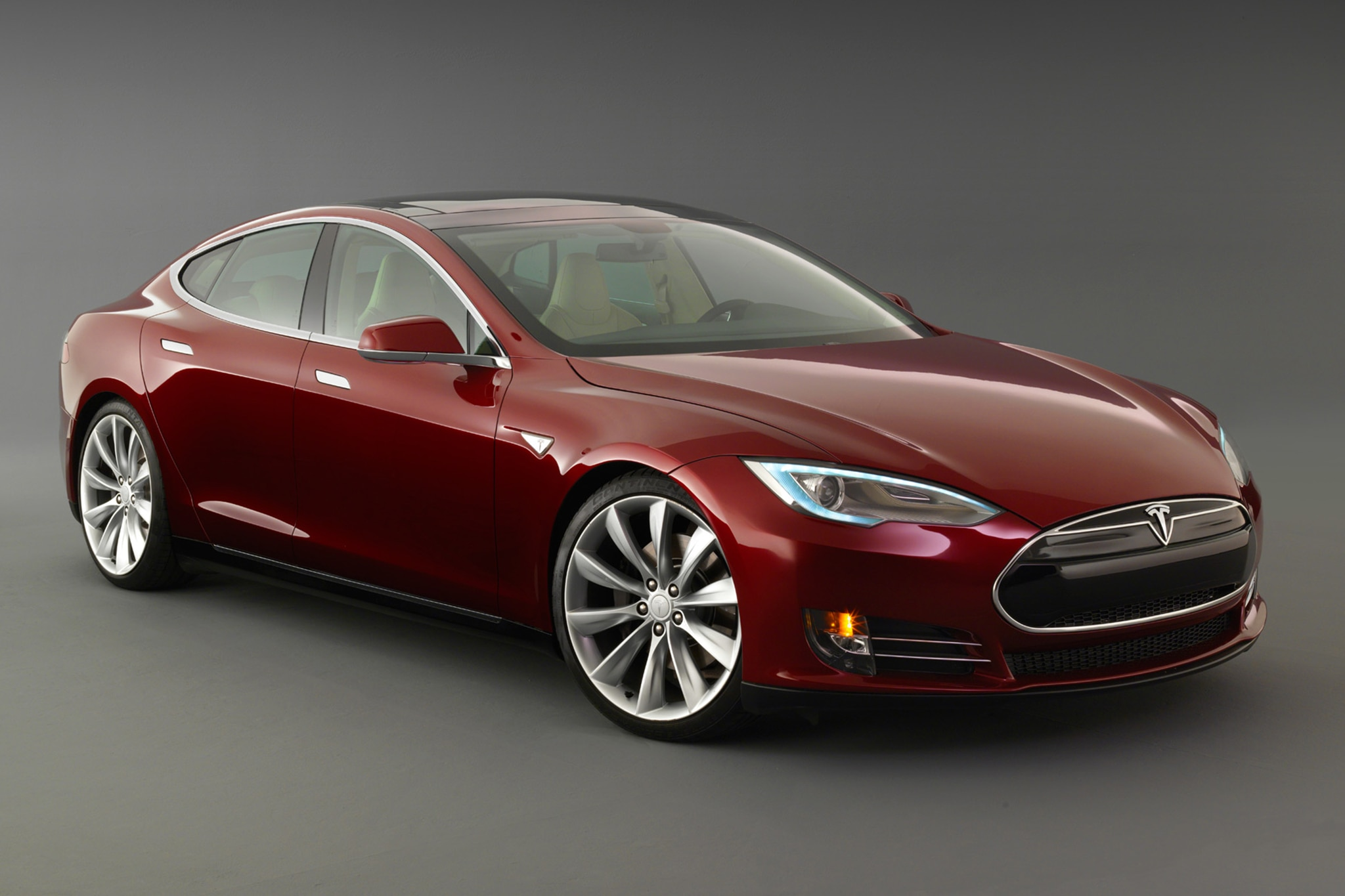 2014 Tesla Model S Three Quarters View2