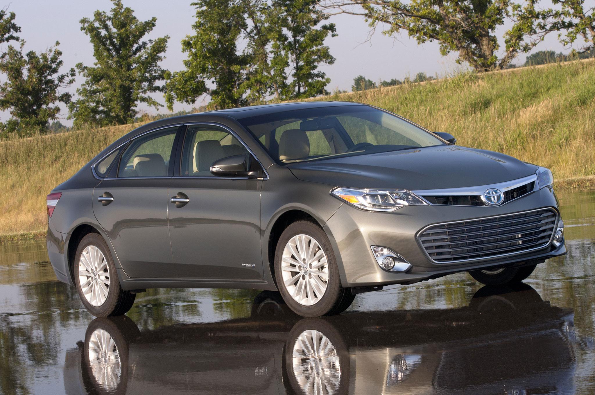 2014 Toyota Avalon Hybrid Three Quarters Front View1
