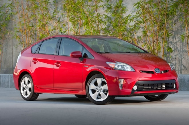 2014 Toyota Prius Three Quarters Front View 0011 660x438
