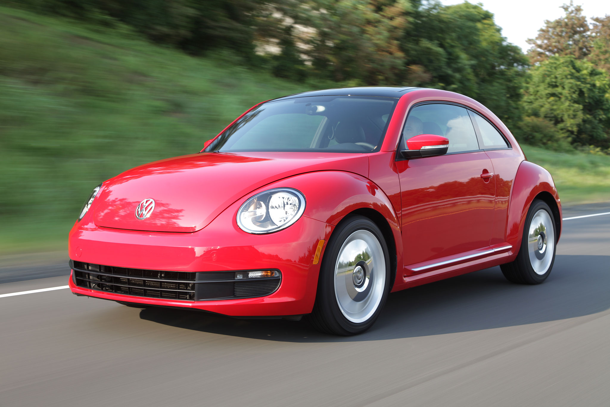 2014 Volkswagen Beetle 2 5L Drivers Side In Motion1