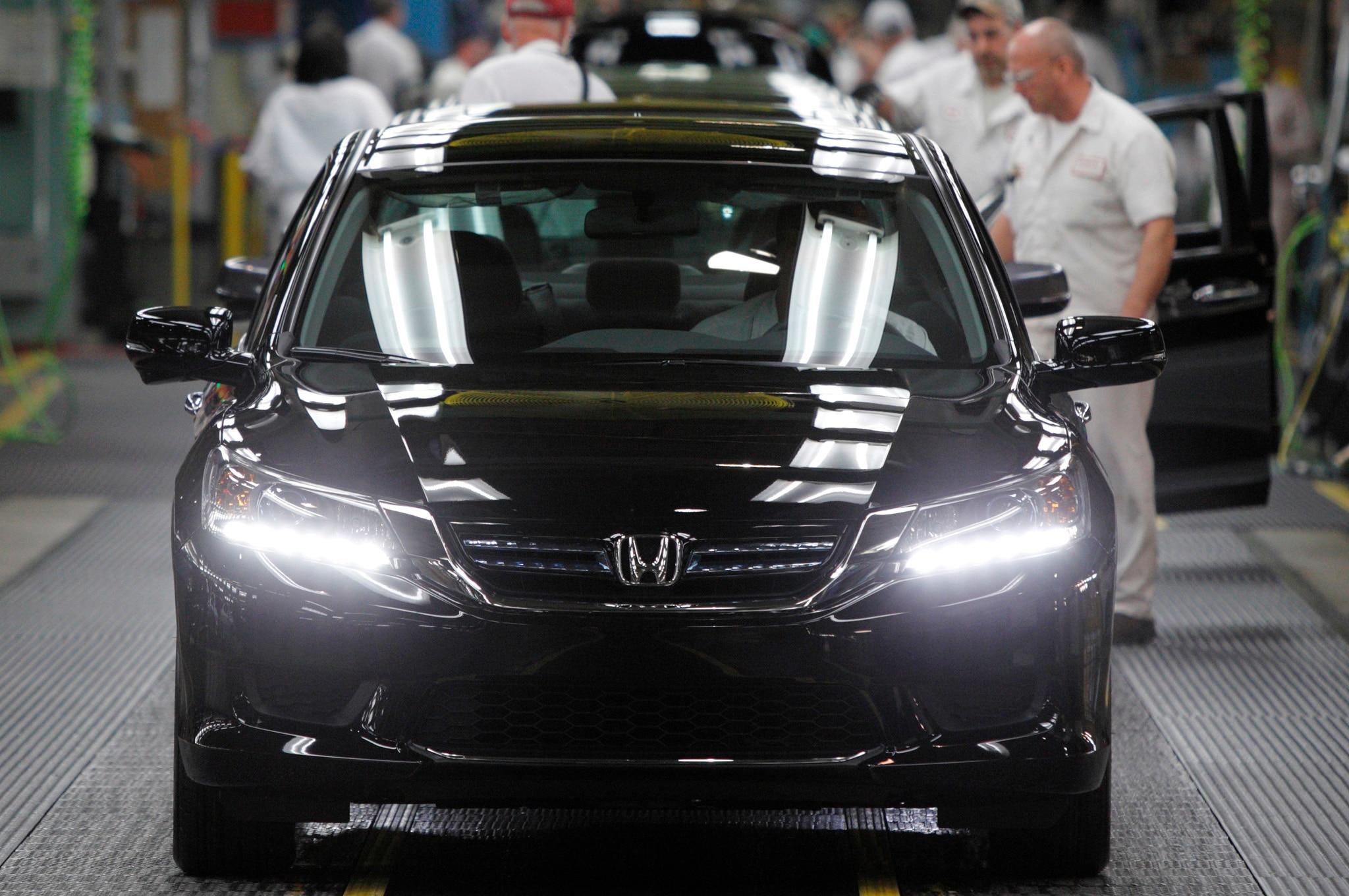 2014 Honda Accord Hybrid Production Front1