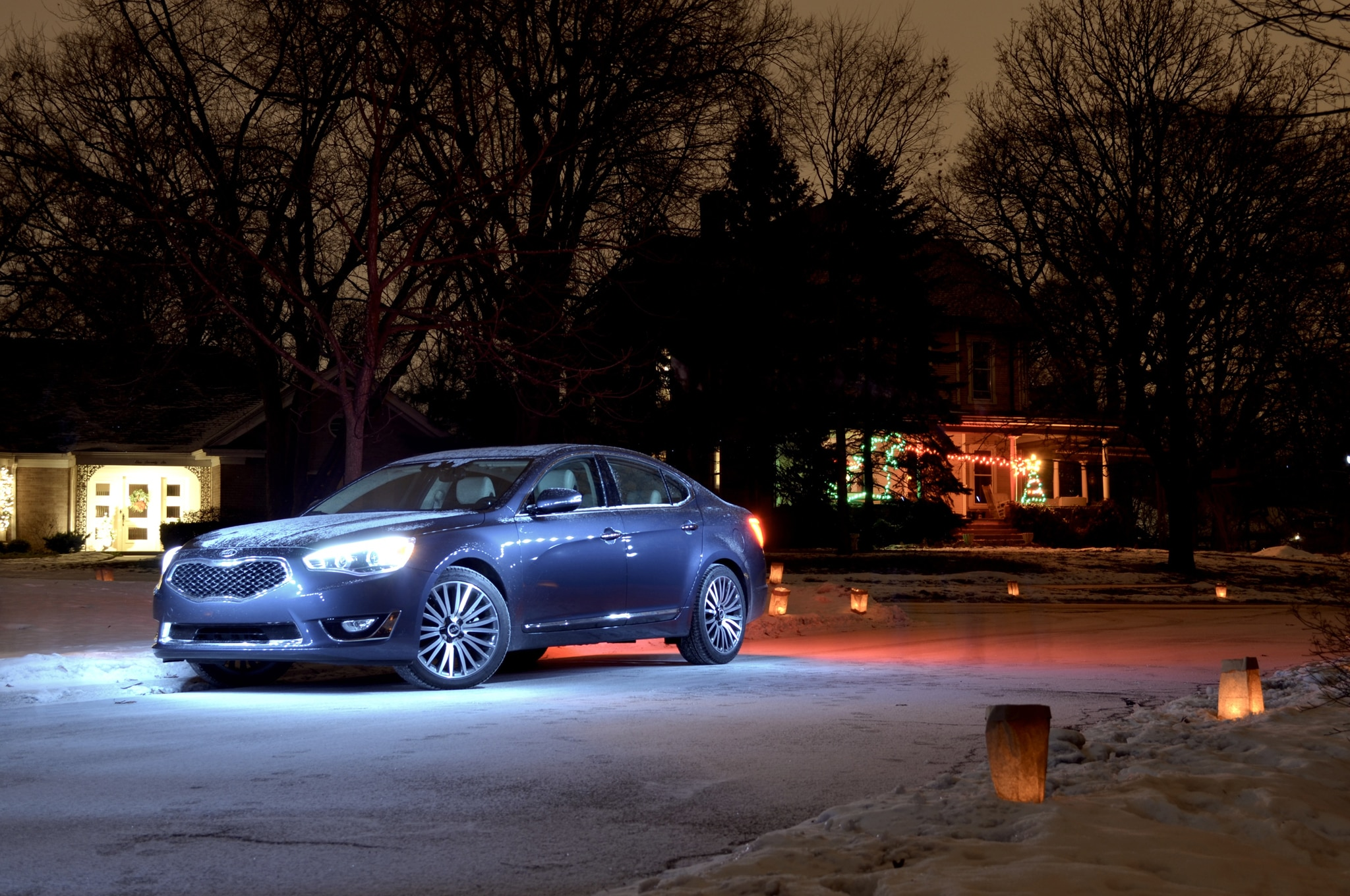2014 Kia Cadenza Front Three Quarters Luminaries 021
