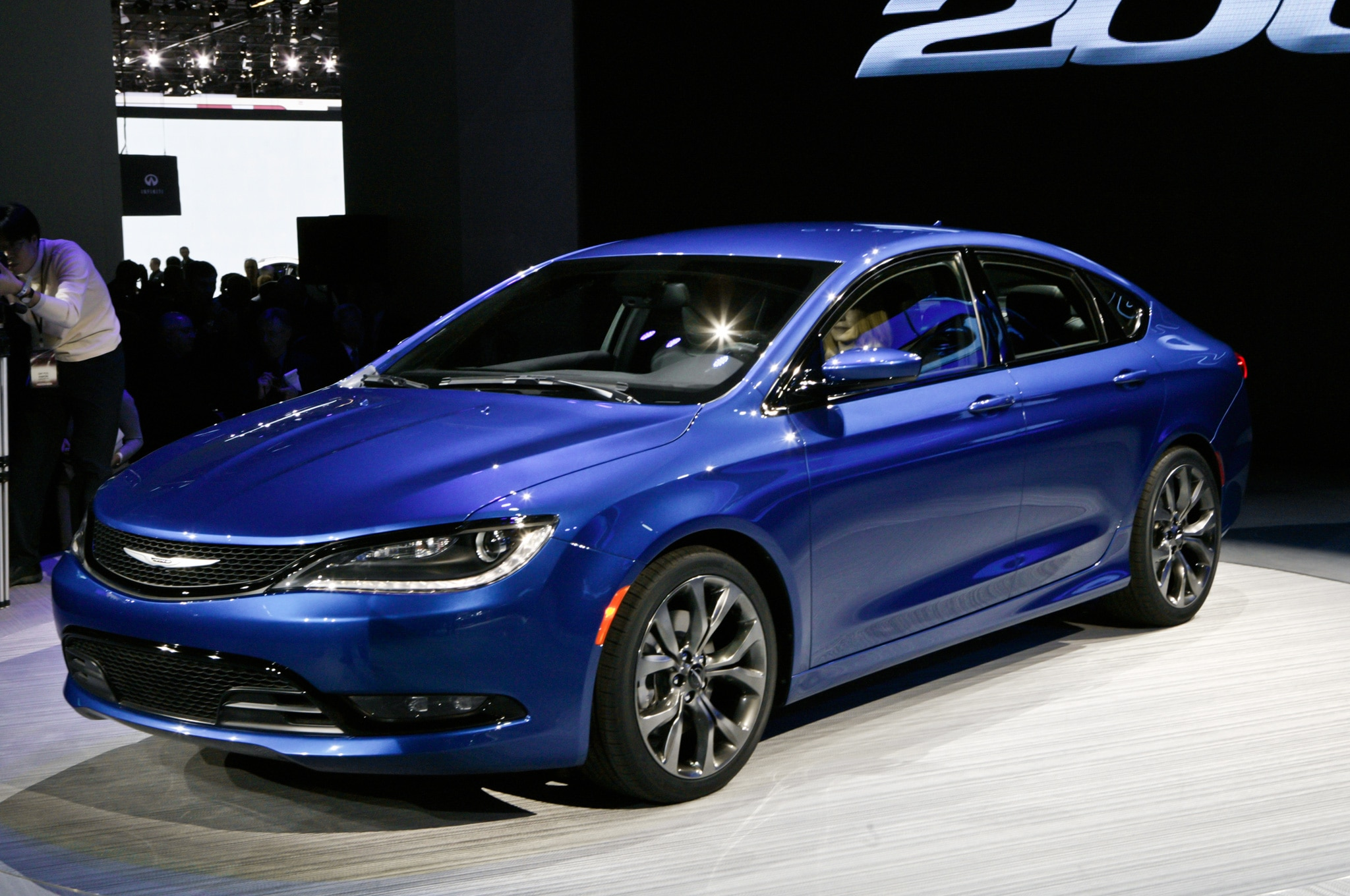 2015 Chrysler 200 In Detroit Front Side View Blue1