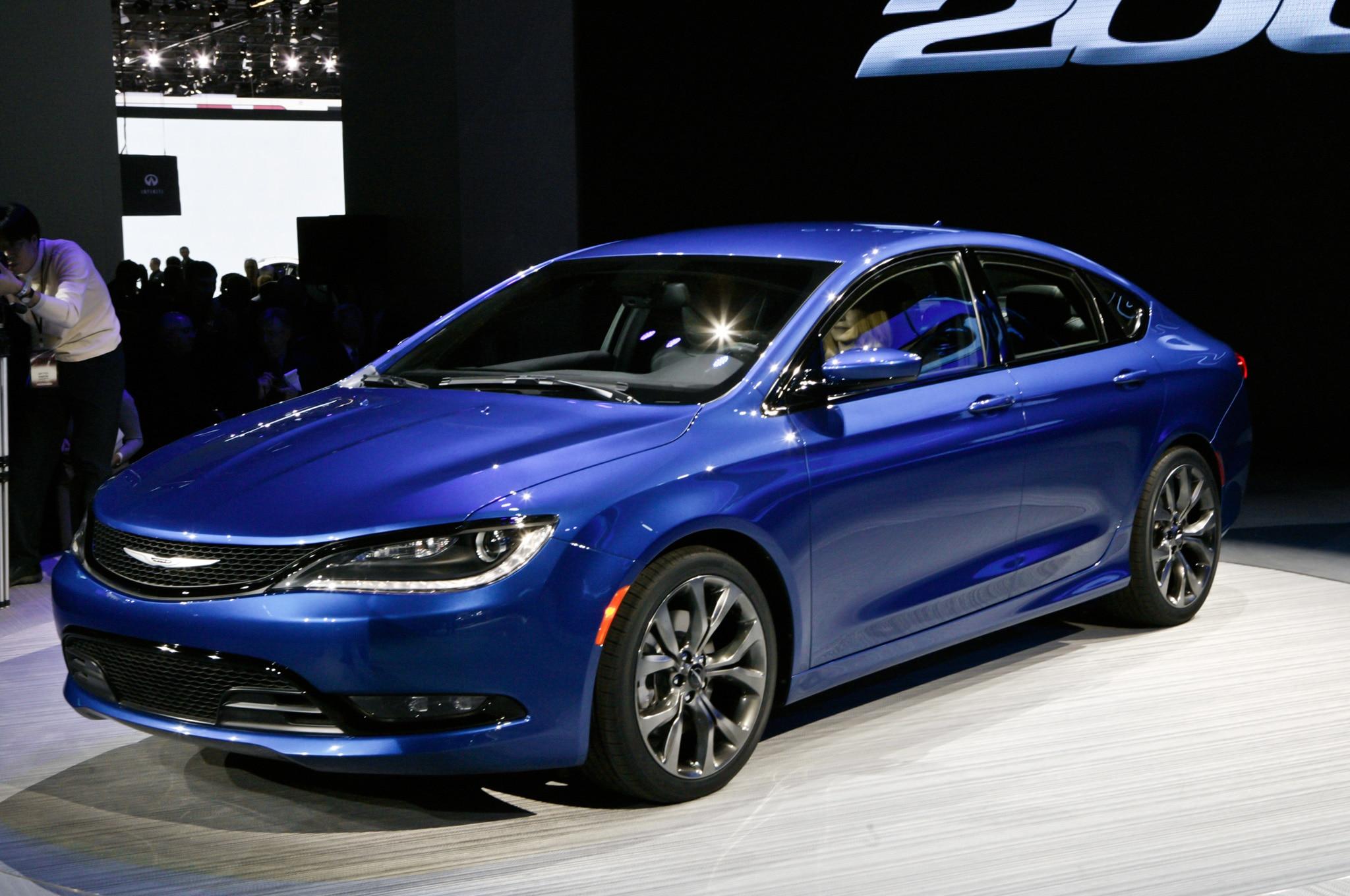 2015 Chrysler 200 In Detroit Front Side View Blue1