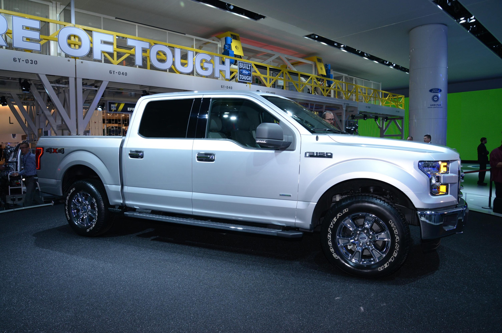 2015 Ford F 150 Front Three Quarter 021