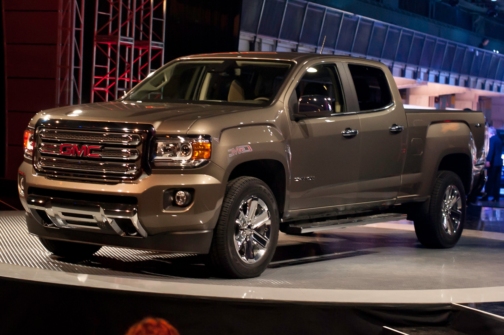 2015 GMC Canyon Front Side View Facing Left1