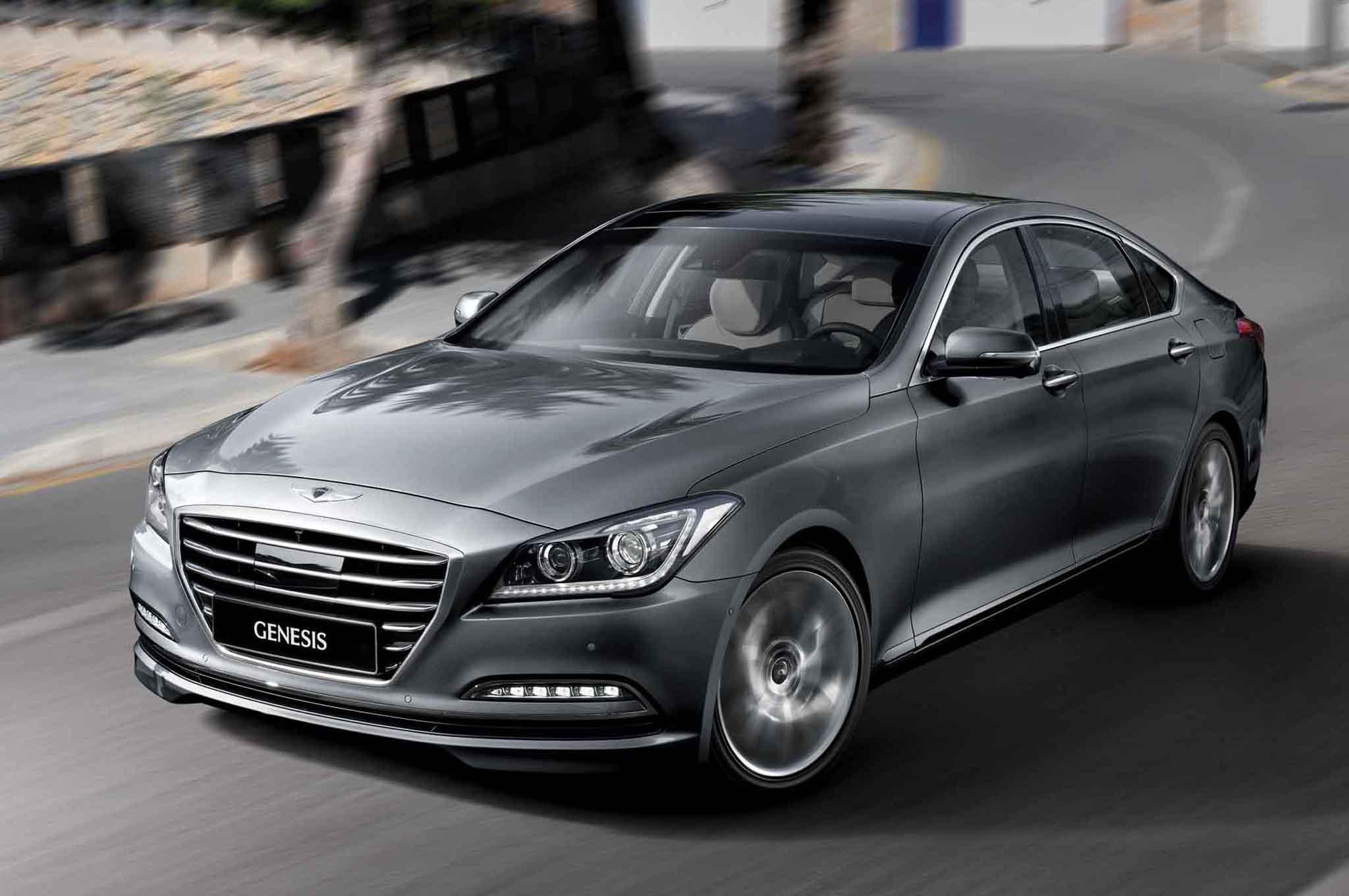 2015 Hyundai Genesis Front Three Quarter 021