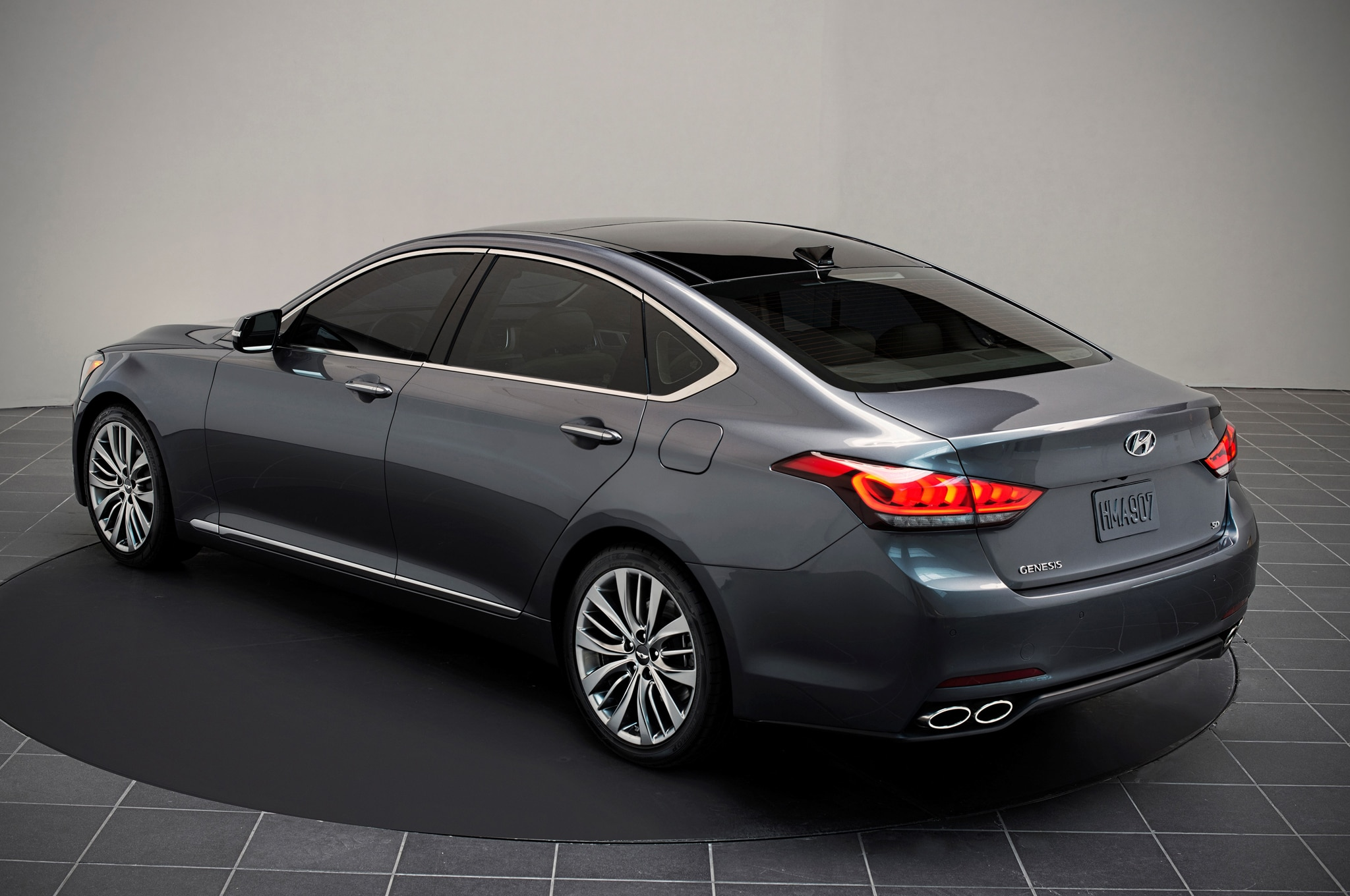 2015 hyundai genesis debuts at 2014 detroit auto show automobile magazine. Black Bedroom Furniture Sets. Home Design Ideas