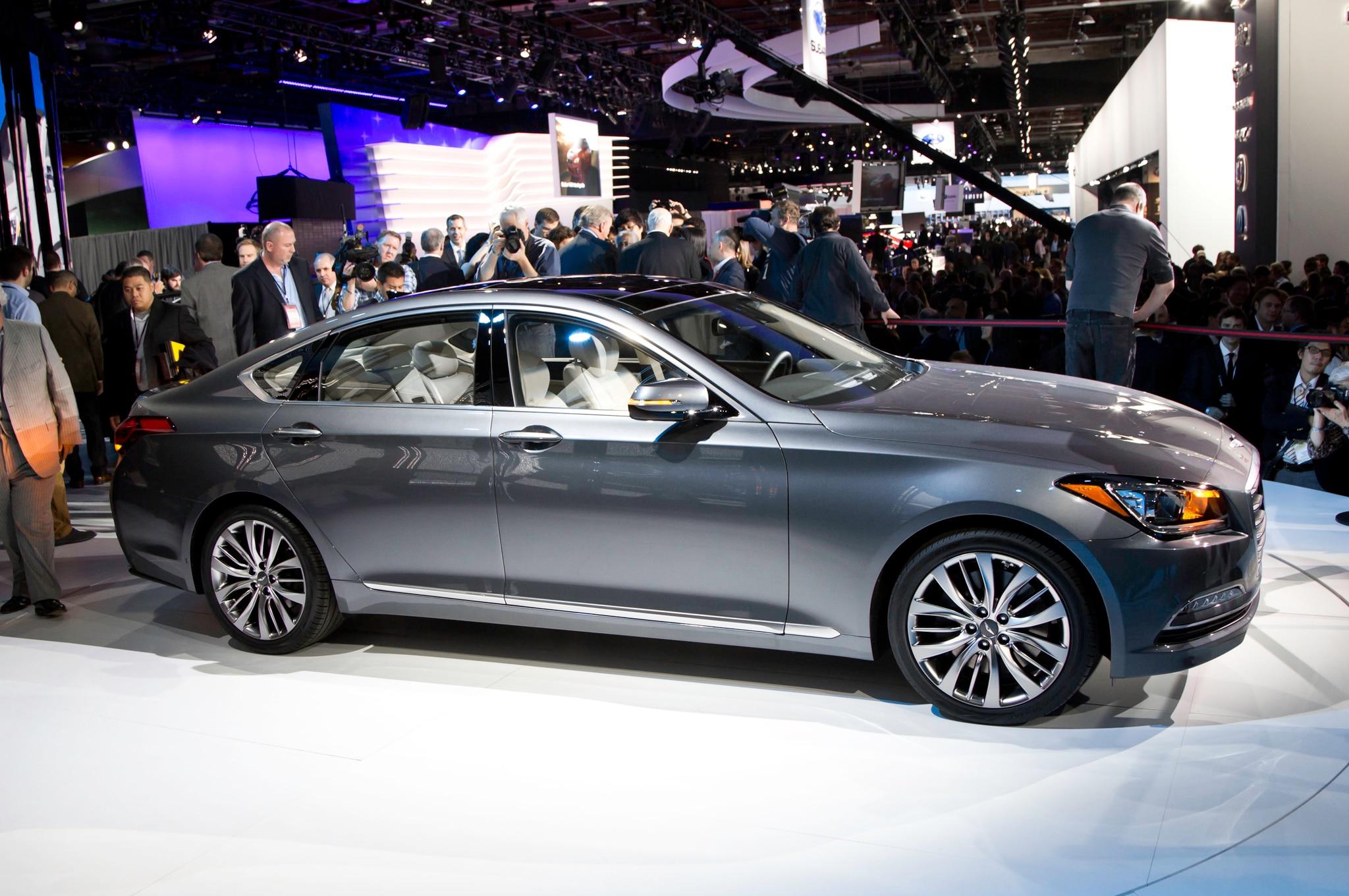 2015 Hyundai Genesis Side3