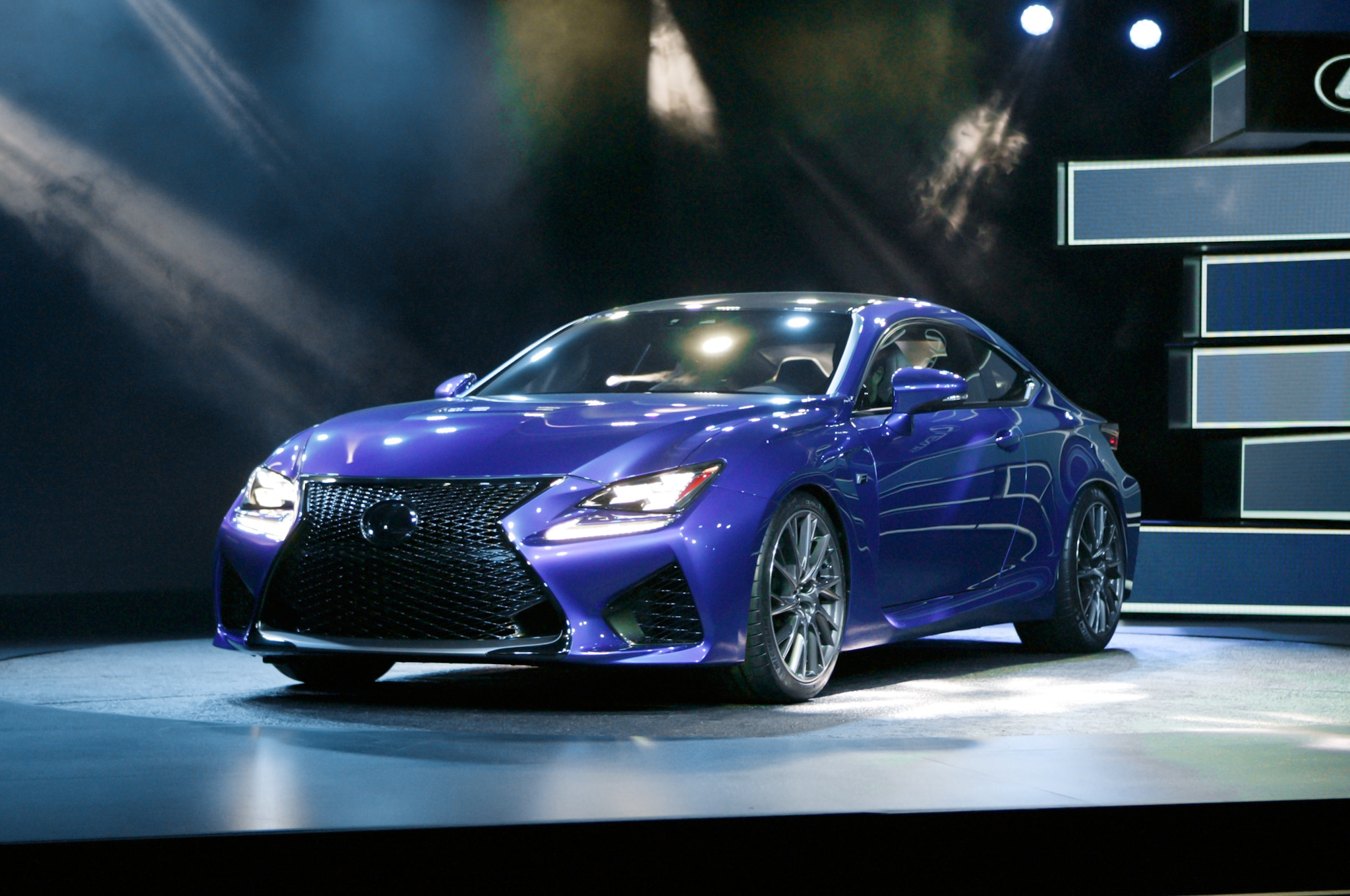 2015 Lexus RC F Front Three Quarters 021