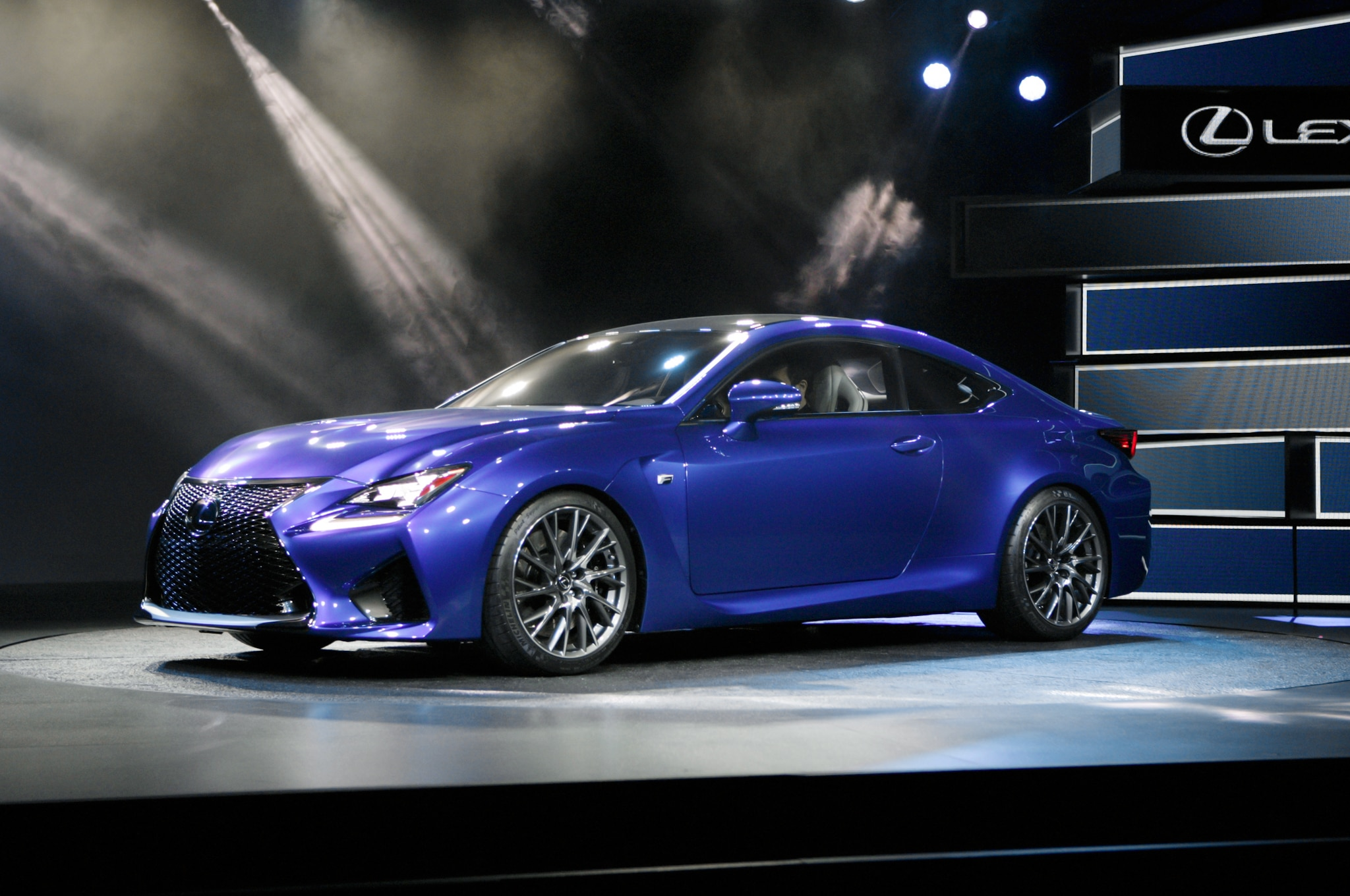 2015 Lexus RC F Front Three Quarters 031