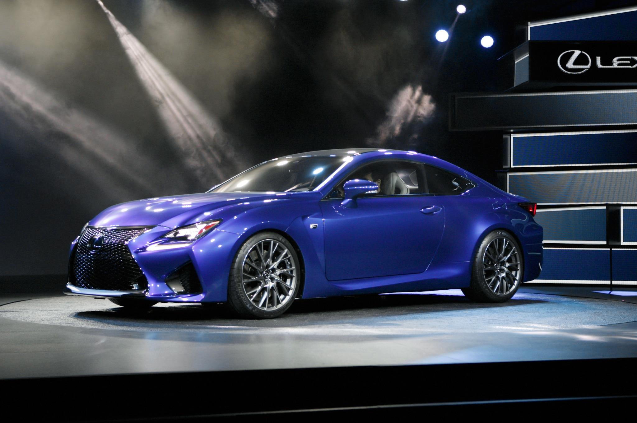 2015 Lexus RC F Front Three Quarters 031
