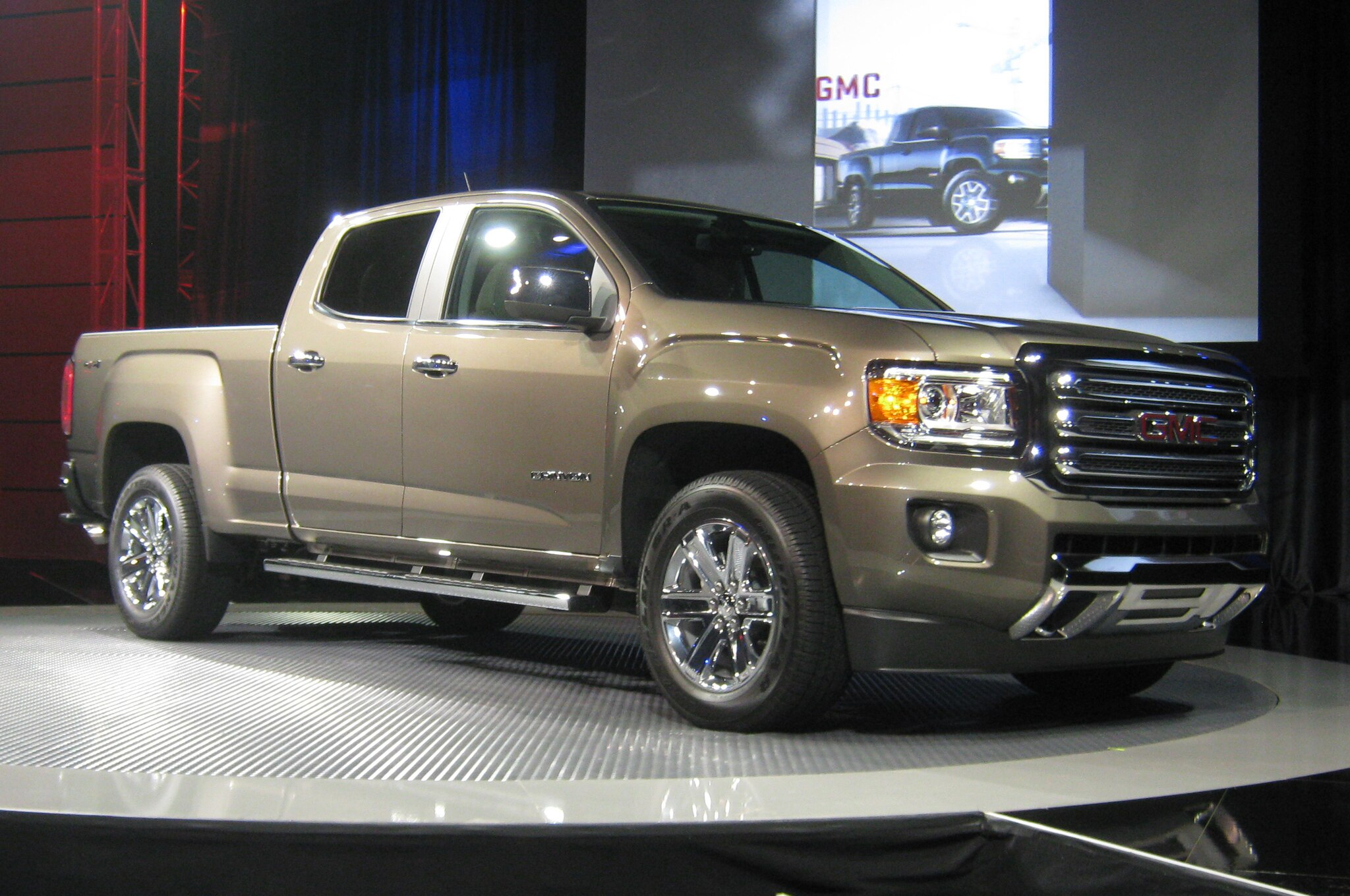2015 Gmc Canyon Reveal Front Three Quarters 22