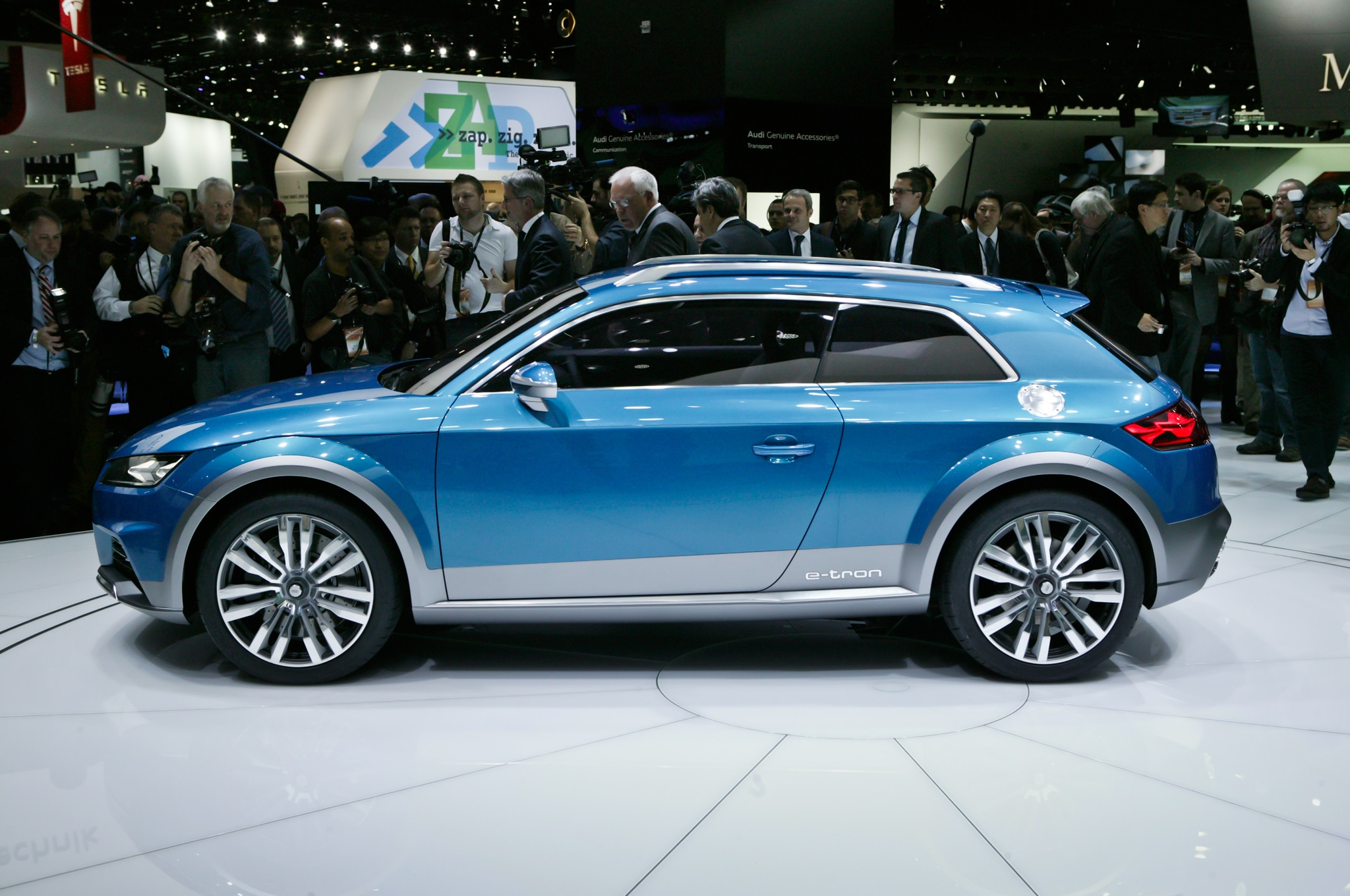 Audi Allroad Shooting Brake Concept Side Profile 023