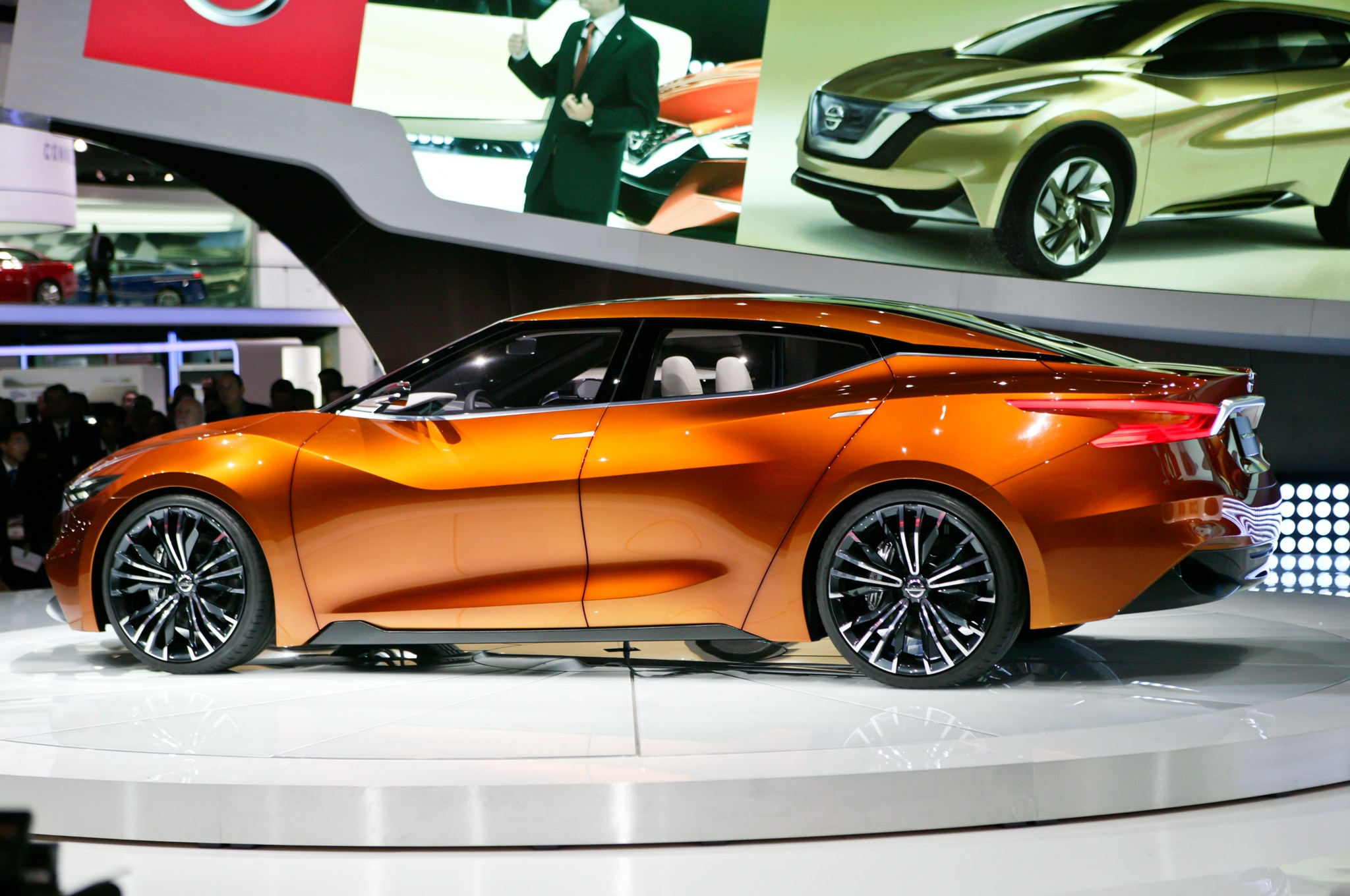 nissan sport sedan concept debuts at 2014 detroit auto show automobile magazine. Black Bedroom Furniture Sets. Home Design Ideas