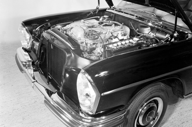 Vintage Mercedes Benz Six Cylinder Engine 660x438