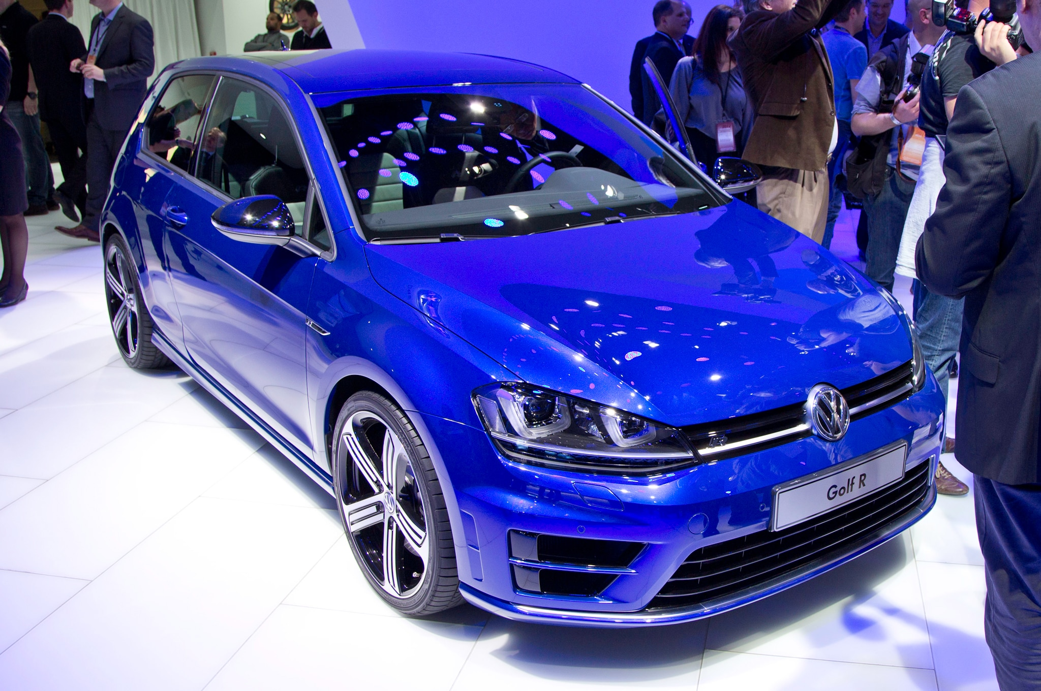 Volkswagen Golf R MK7 Front Three Quarter1