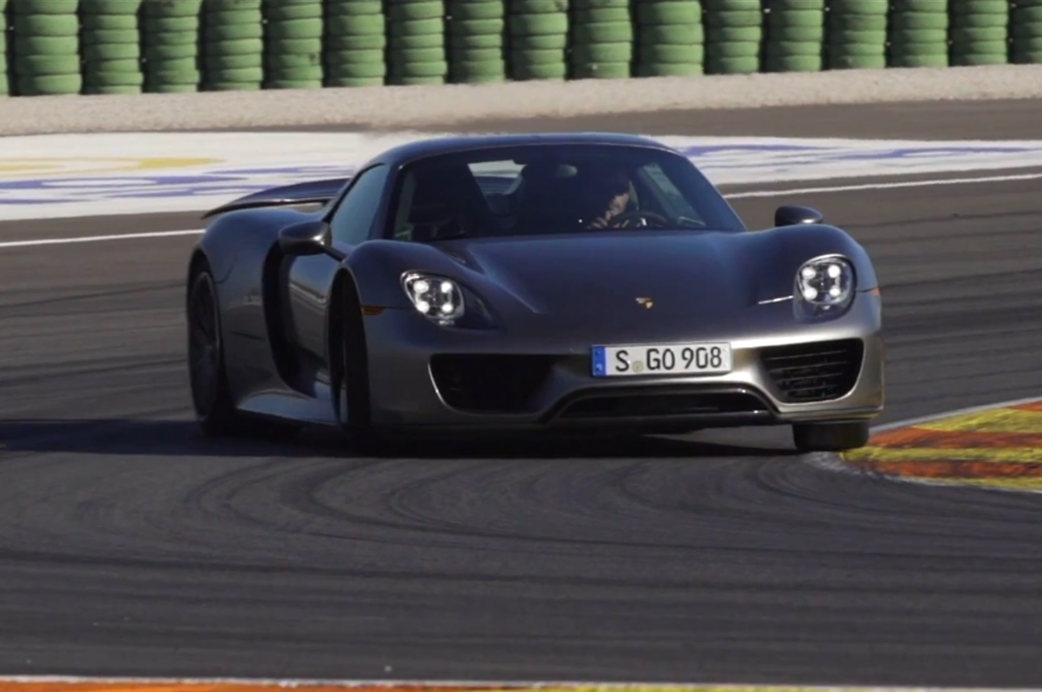 Feature Flick Porsche 918 Spyder Front Three Quarters1