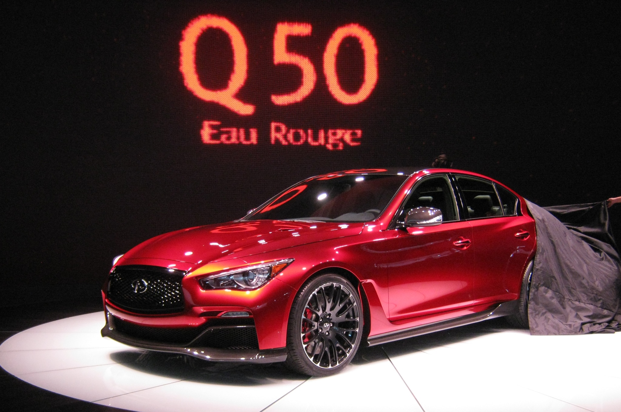 detroit 2014 de nysschen insists infiniti q50 eau rouge. Black Bedroom Furniture Sets. Home Design Ideas