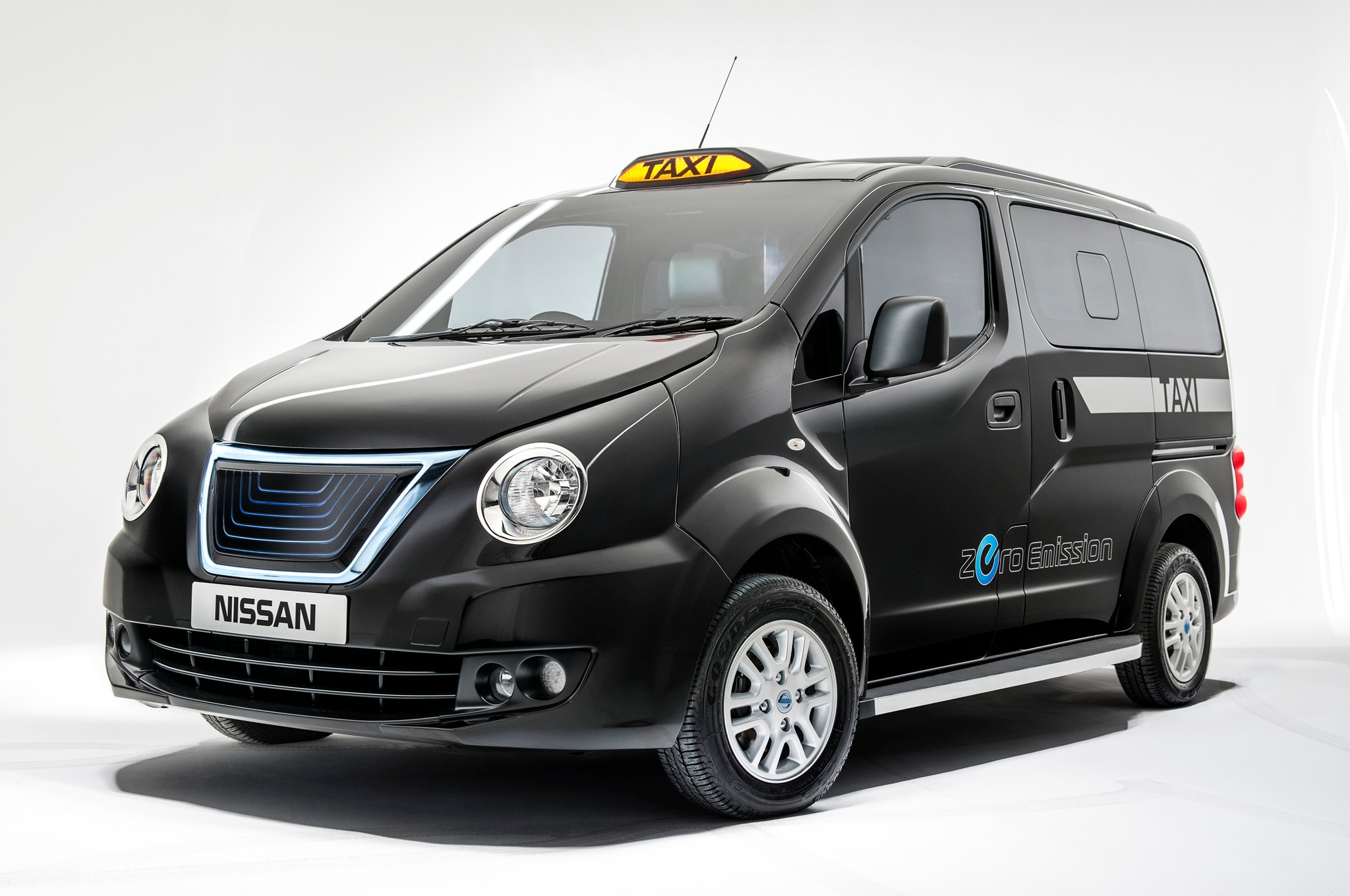 nissan debuts nv200 taxi for london automobile magazine. Black Bedroom Furniture Sets. Home Design Ideas