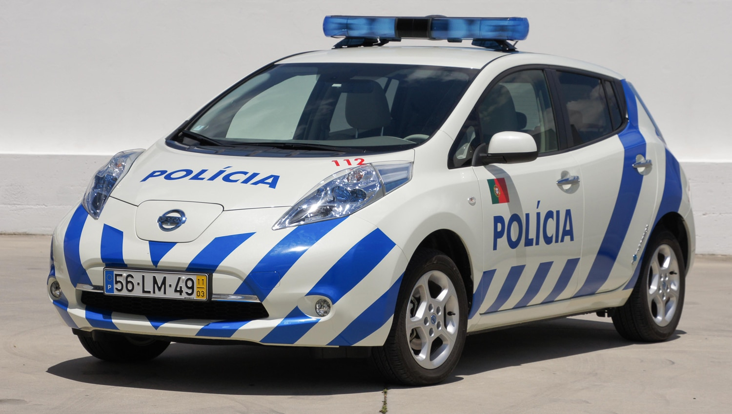 2012 Nissan Leaf Portuguese Police Car Front Three Quarter 02