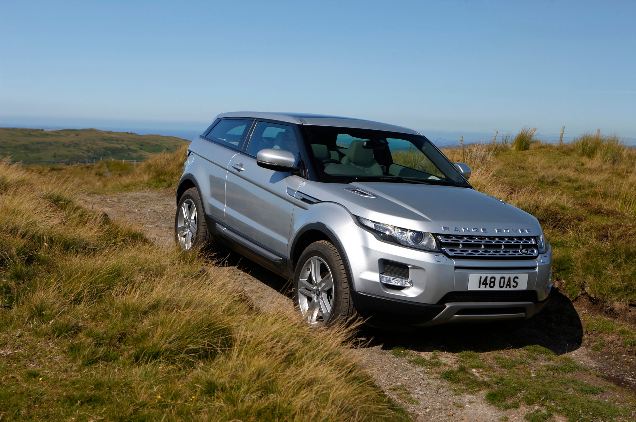 jaguar land rover sues maker of range rover evoque. Black Bedroom Furniture Sets. Home Design Ideas