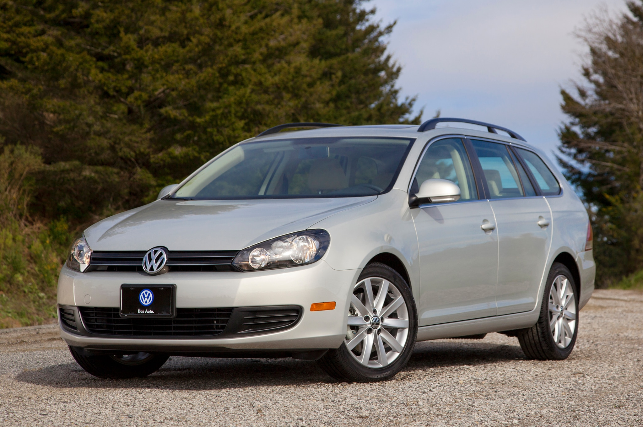 report refreshed volkswagen jetta to debut at 2014 new york auto show automobile magazine. Black Bedroom Furniture Sets. Home Design Ideas