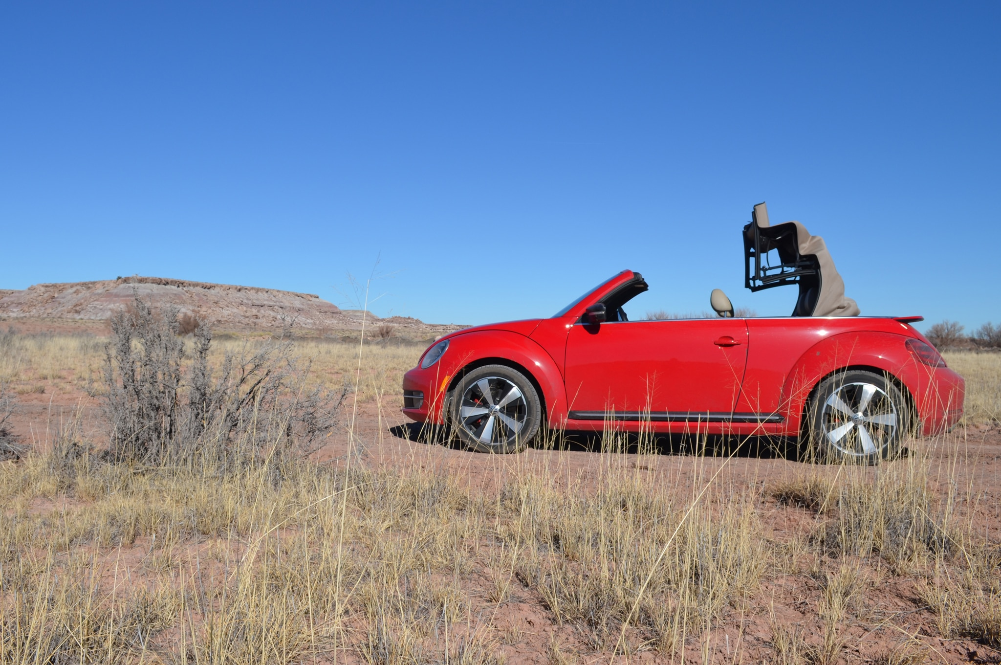 2013 Volkswagen Beetle Turbo Convertible Profile Desert 021