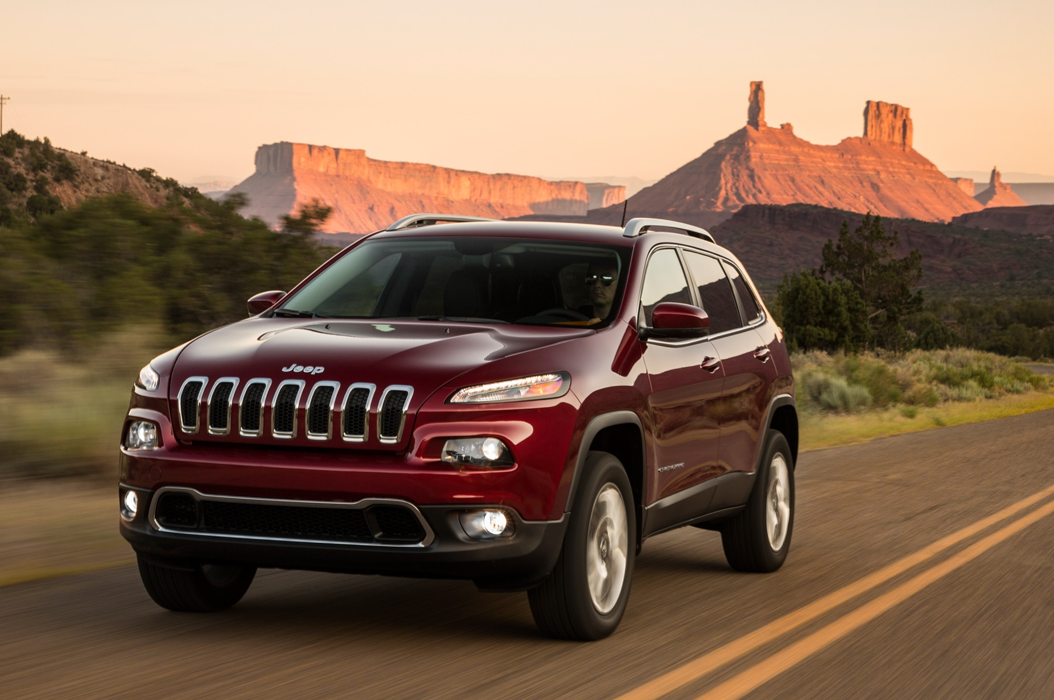 2014 Jeep Cherokee Limited Front View In Motion 011