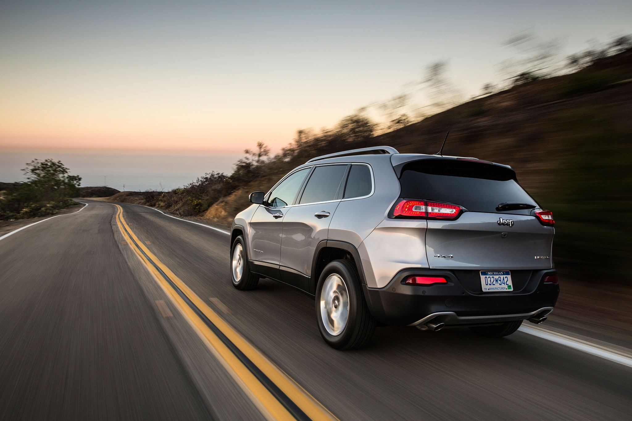 2014 jeep cherokee not recommended by consumer reports automobile magazine. Black Bedroom Furniture Sets. Home Design Ideas