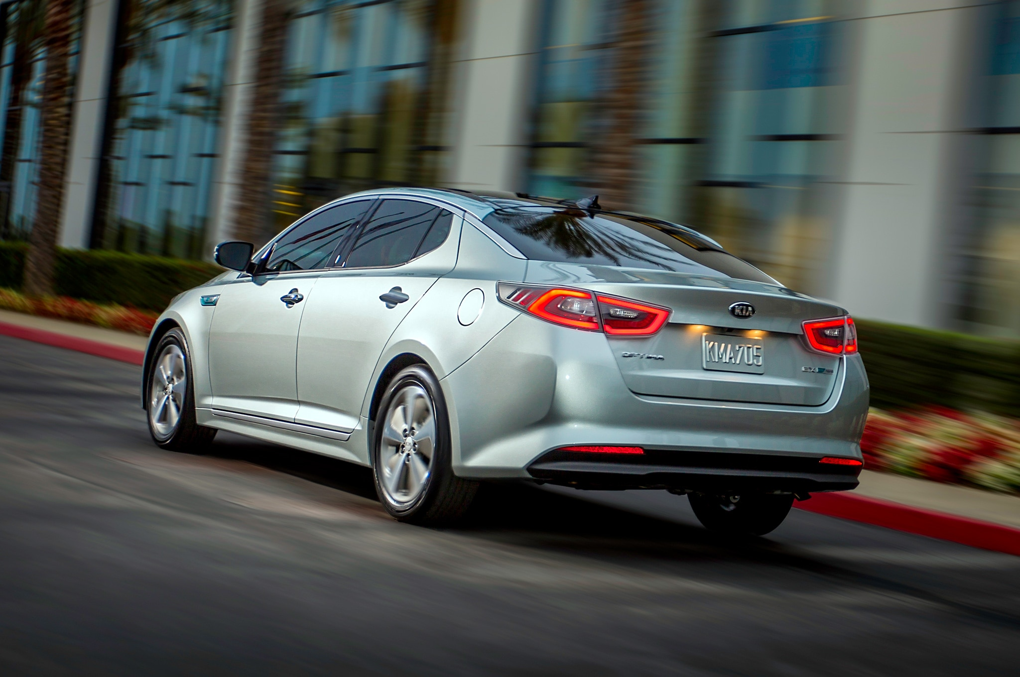 facelifted 2014 kia optima hybrid debuts at 2014 chicago auto show automobile magazine. Black Bedroom Furniture Sets. Home Design Ideas