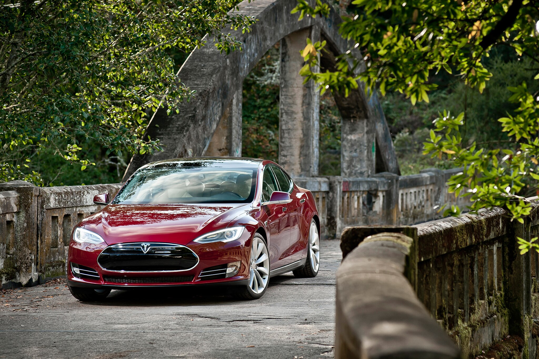 2014 Tesla Model S Front View3