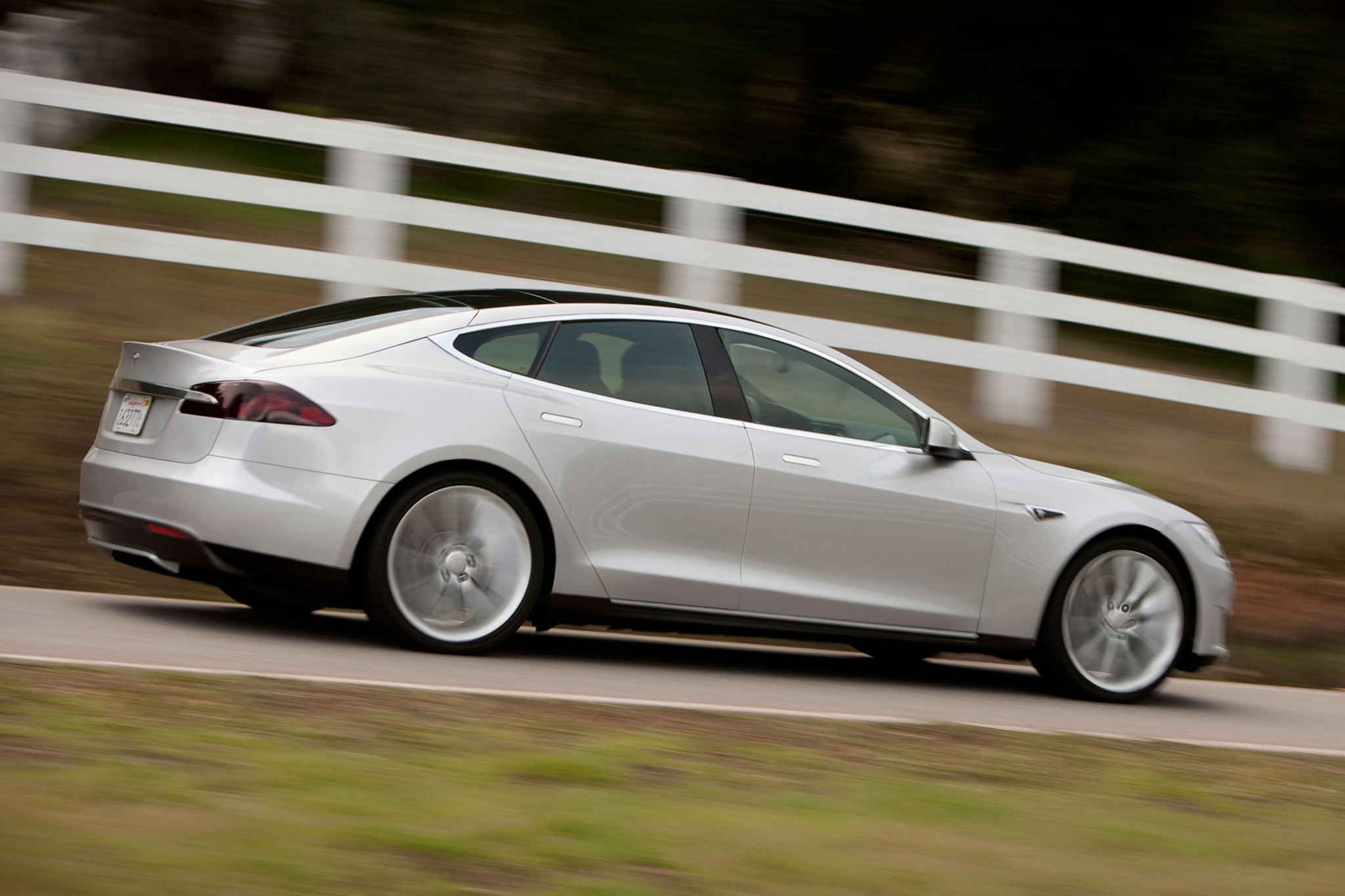 2014 Tesla Model S Passengers Side In Motion1