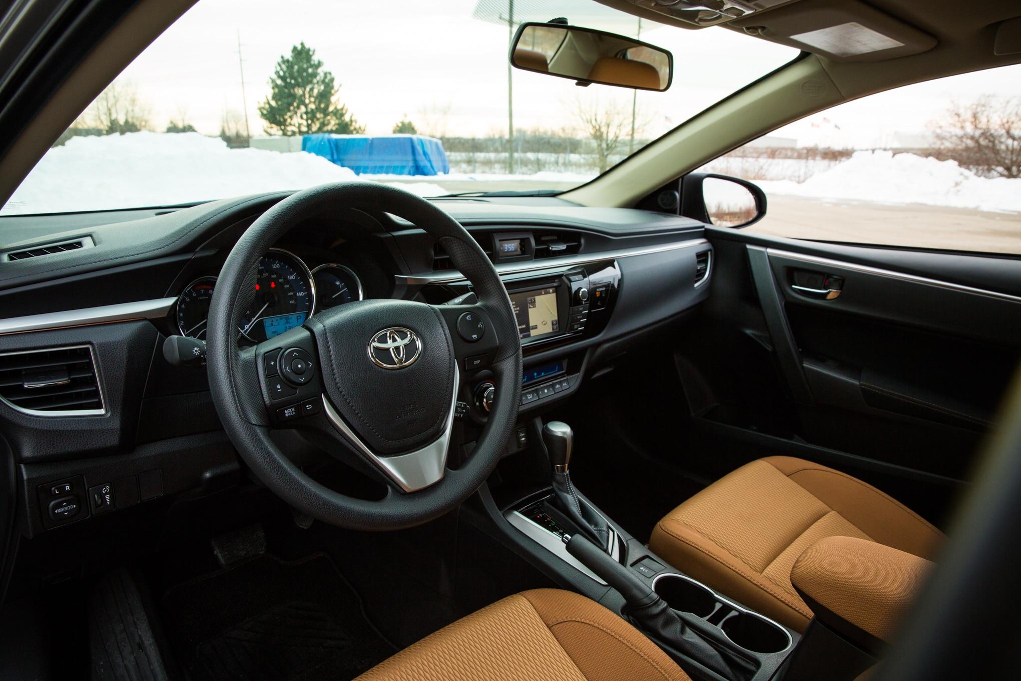 Toyota appliance battle yaris ia vs for Interior toyota corolla