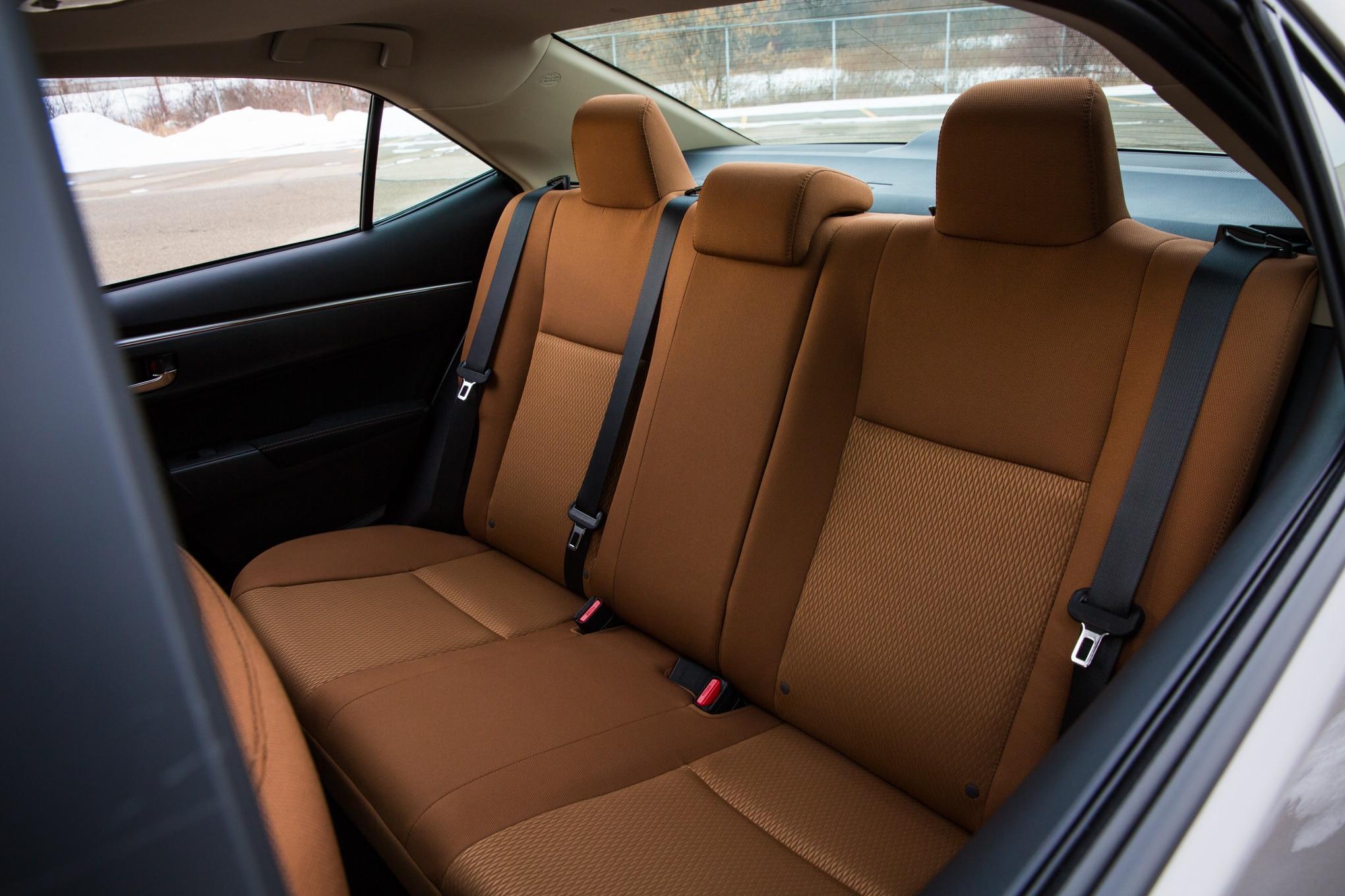 toyota corolla или seat