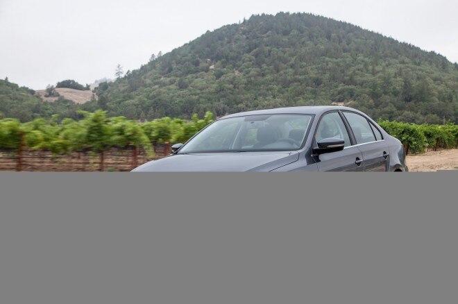 2014 Volkswagen Jetta Front Three Quarters1 660x438
