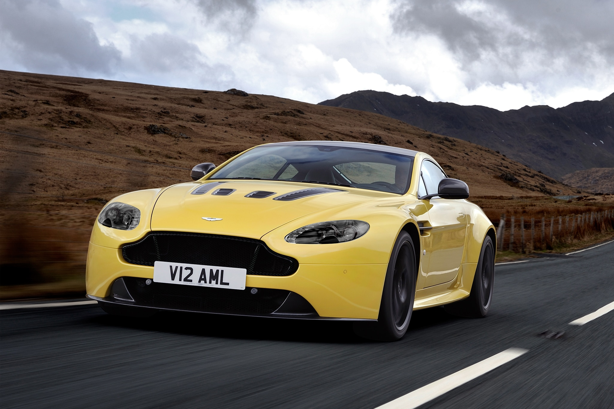 2014 Aston Martin V12 Vantage S Three Quarters View 11