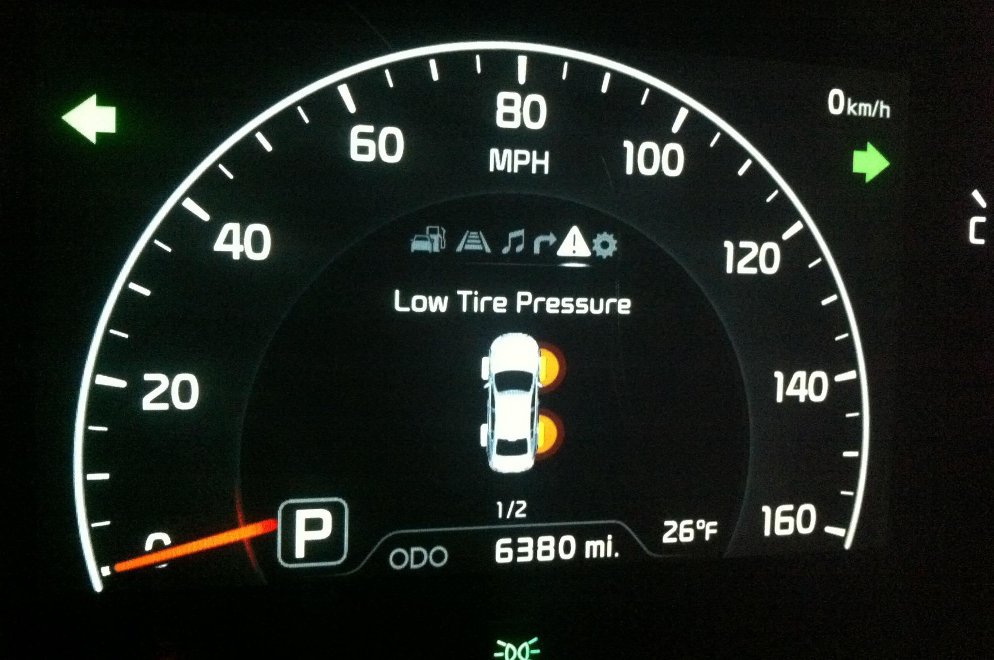 2014 Kia Cadenza Tire Pressure Gauge1