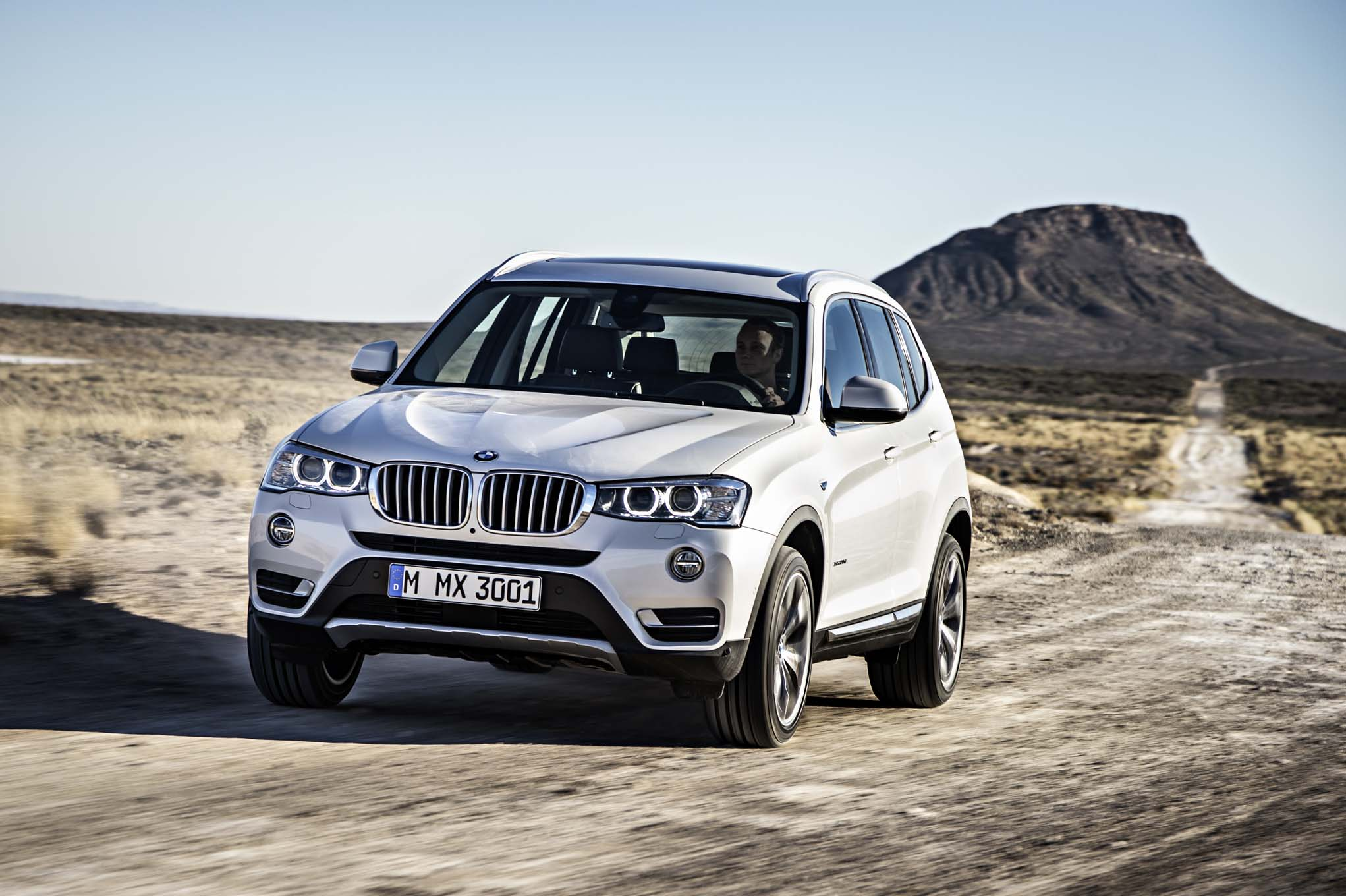 2015 BMW X3 Front End In Motion 021