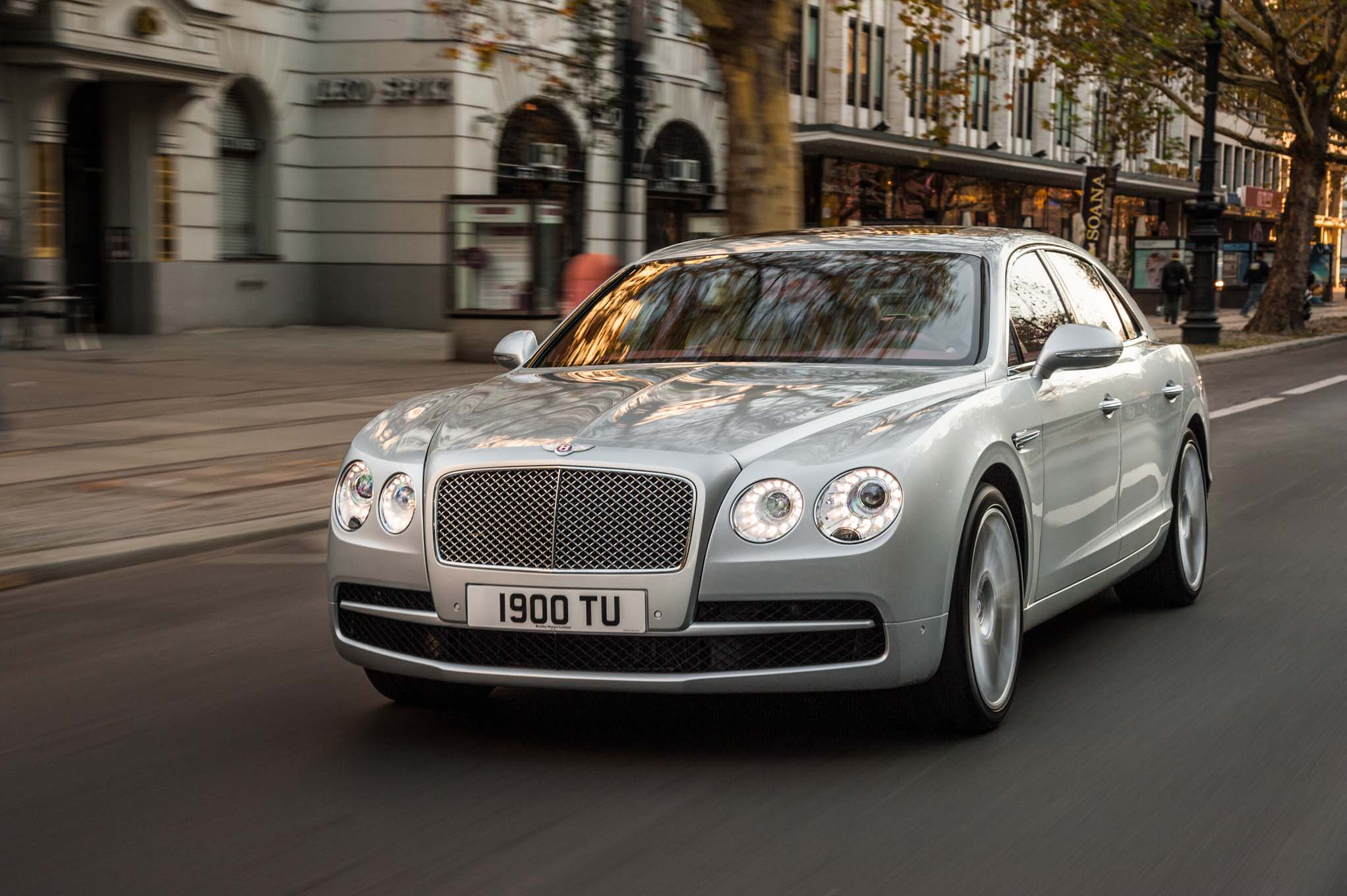 2015 Bentley Flying Spur V8 Front Three Quarters1