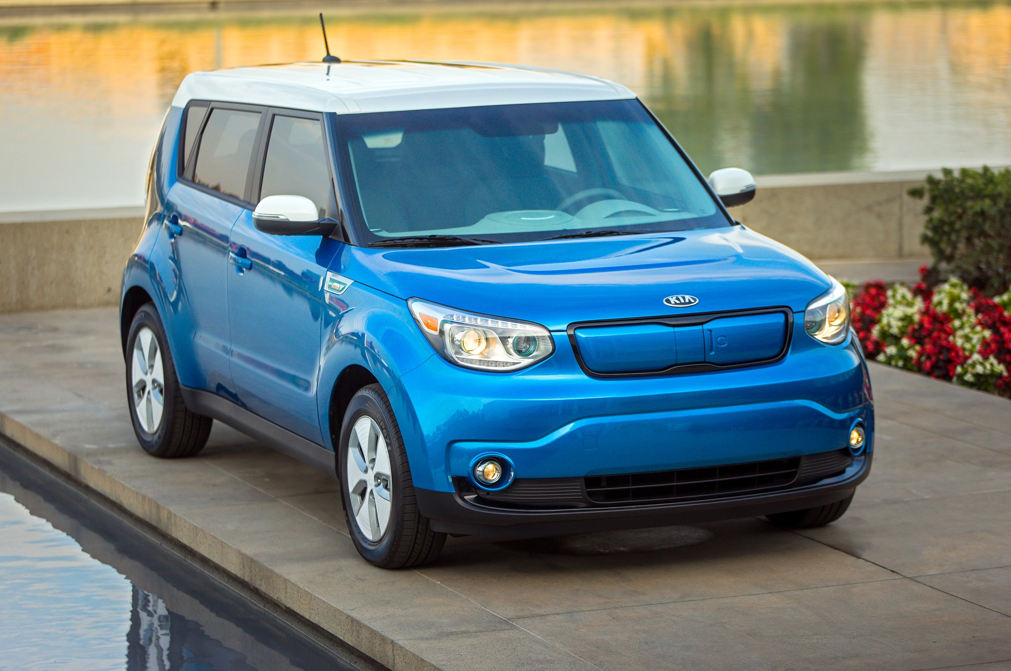 2015 kia soul ev revealed at 2014 chicago auto show automobile magazine. Black Bedroom Furniture Sets. Home Design Ideas