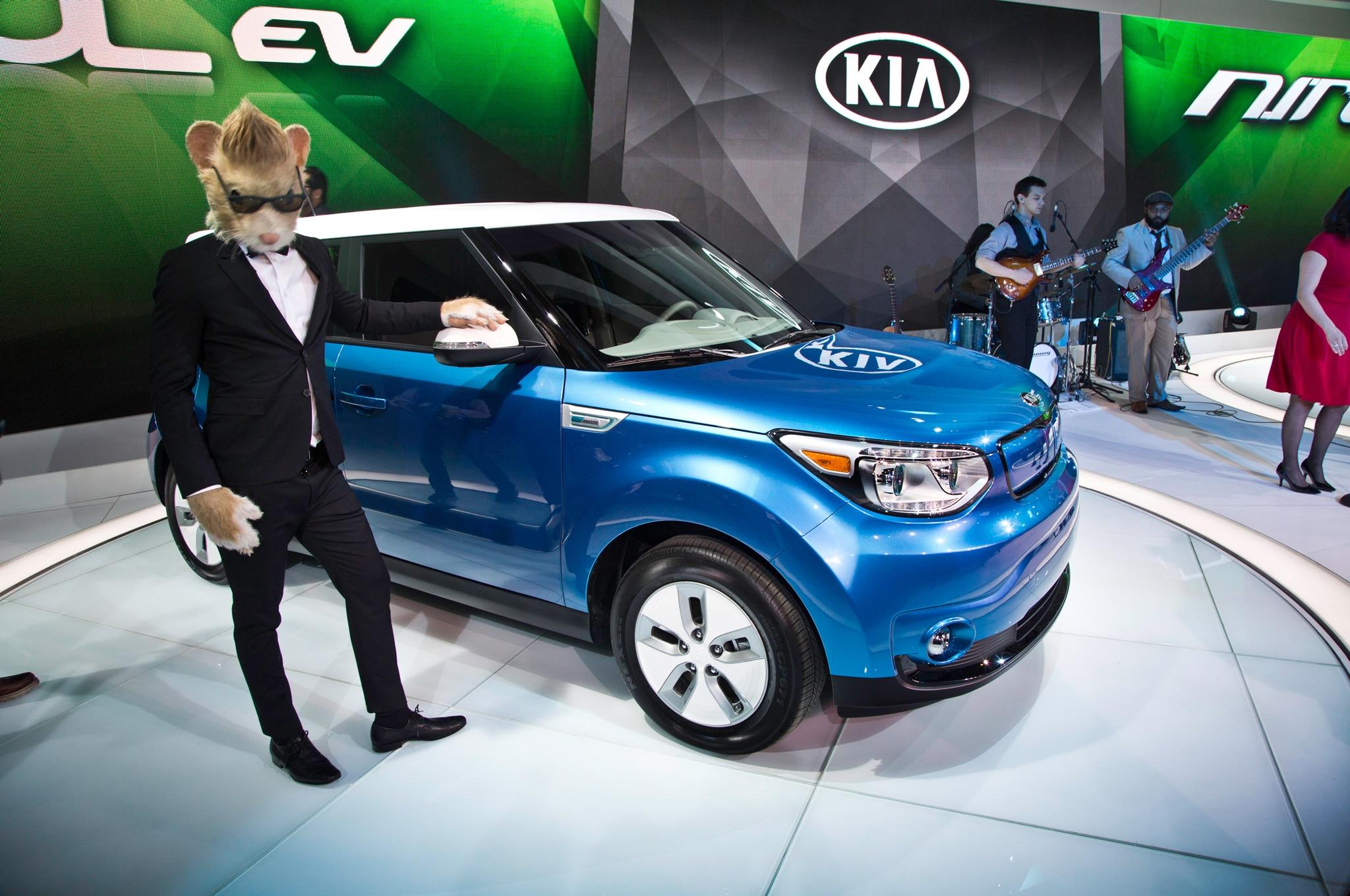 2015 Kia Soul EV Front Three Quarter 021