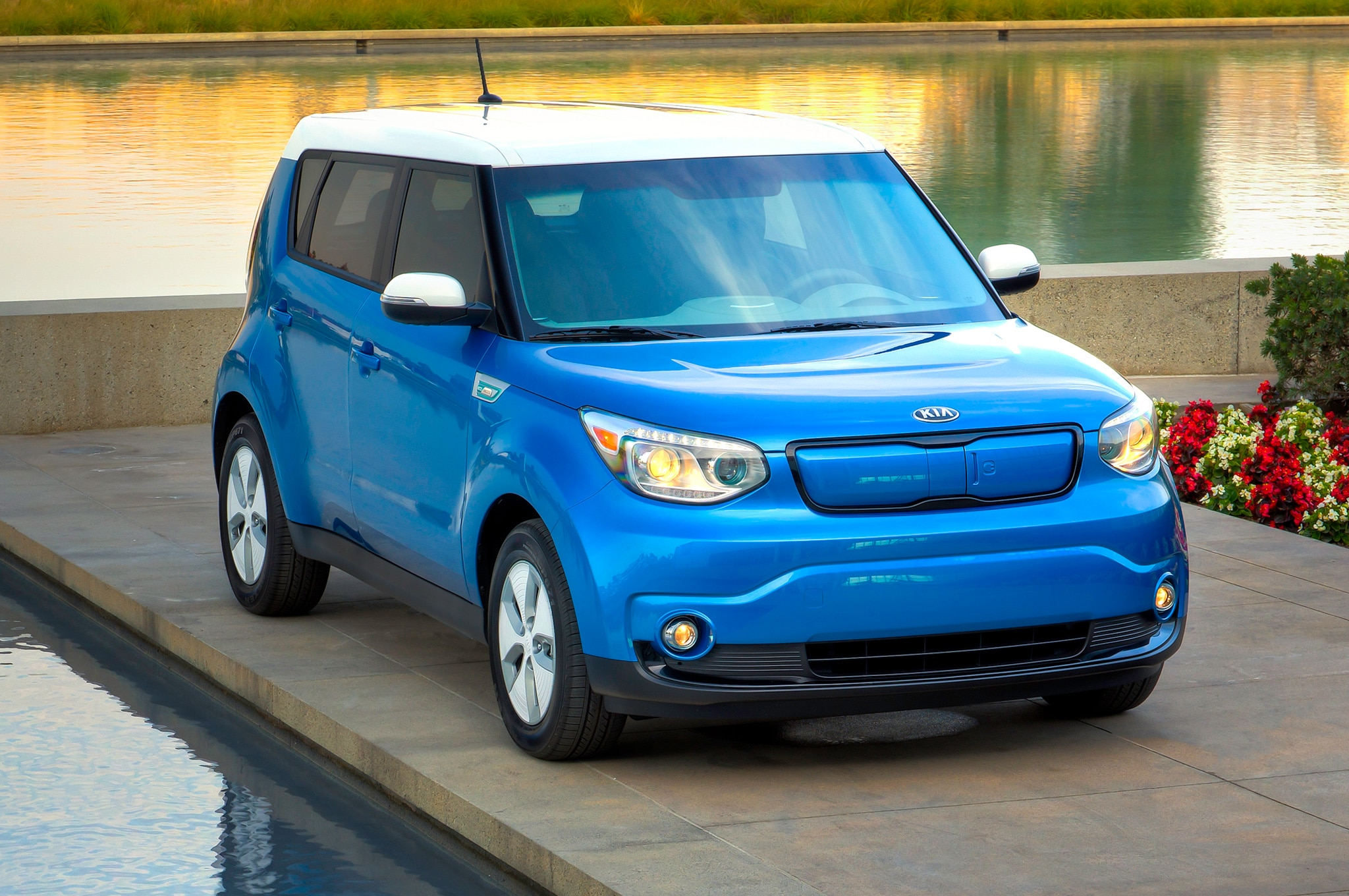 2015 kia soul ev revealed at 2014 chicago auto show. Black Bedroom Furniture Sets. Home Design Ideas