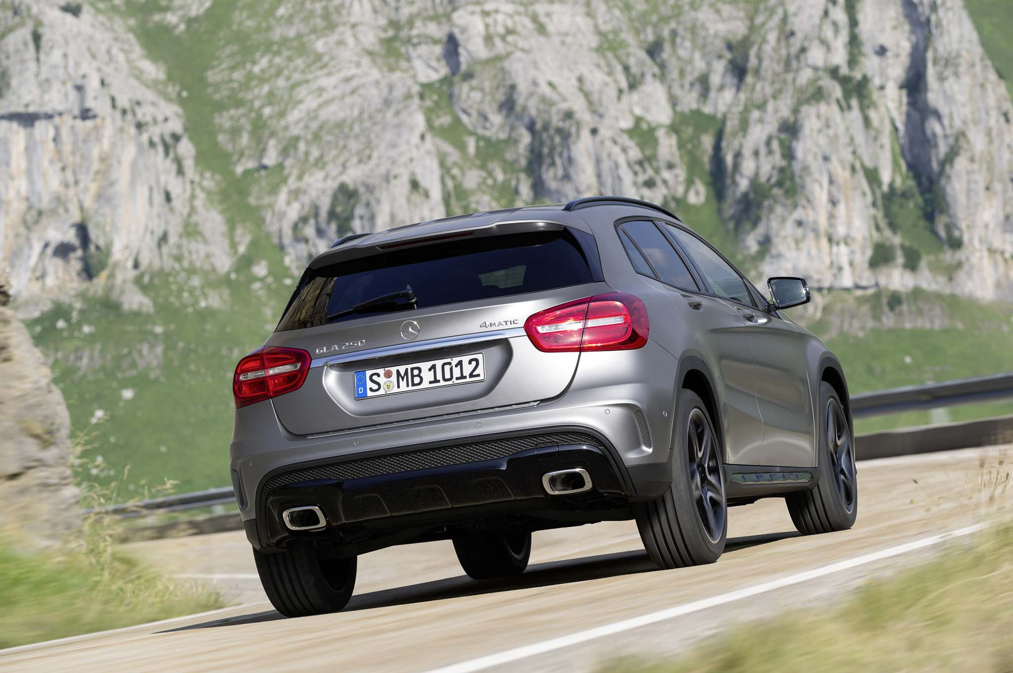 2015 mercedes benz gla class review automobile magazine for Mercedes benz gla suv price