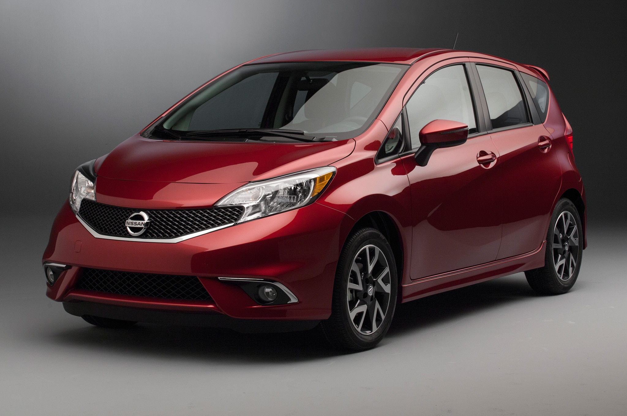 2015 Nissan Versa Note SR Front Side View1