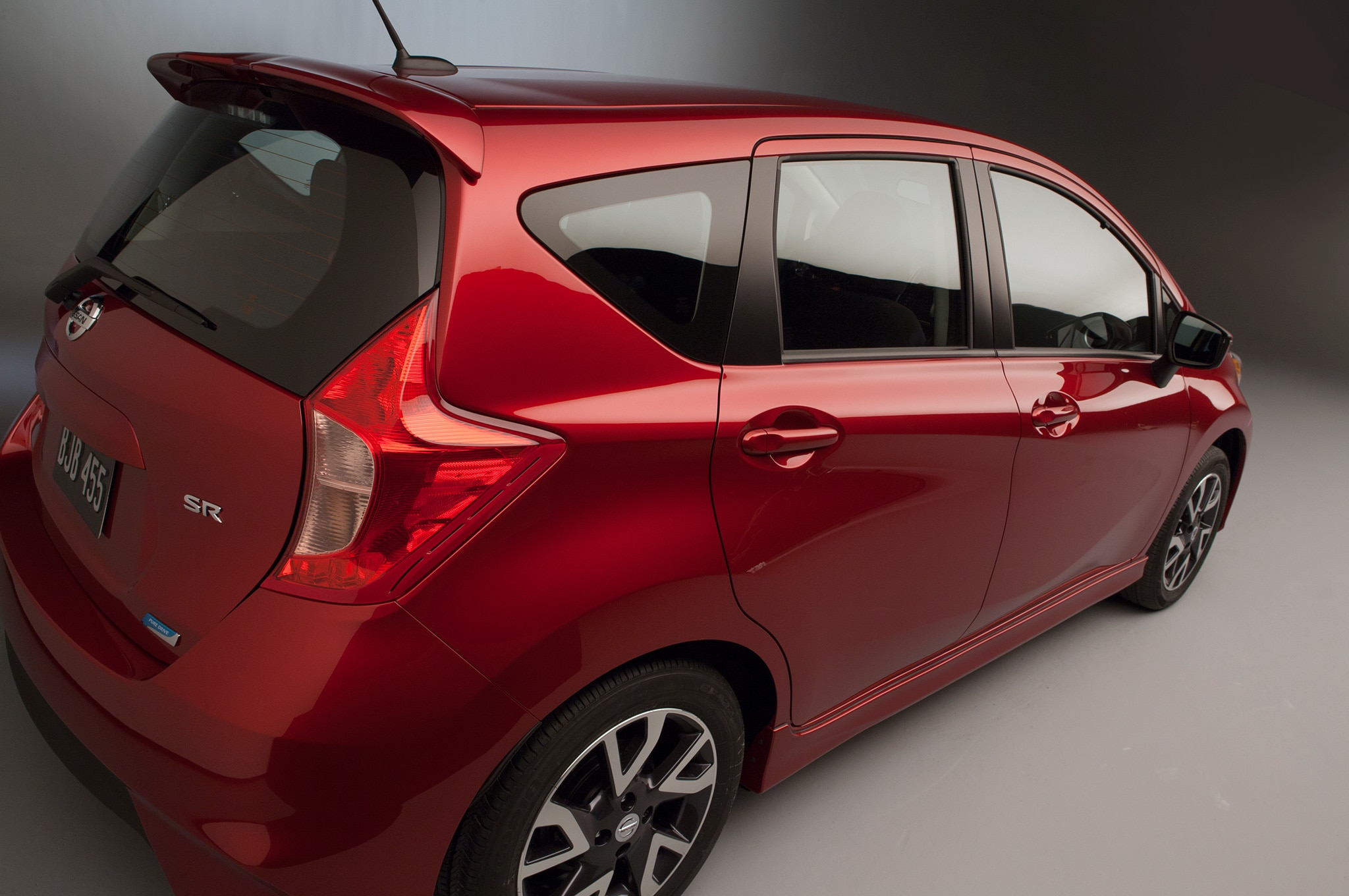 2015 nissan versa note sr debuts at 2014 chicago auto show automobile magazine. Black Bedroom Furniture Sets. Home Design Ideas