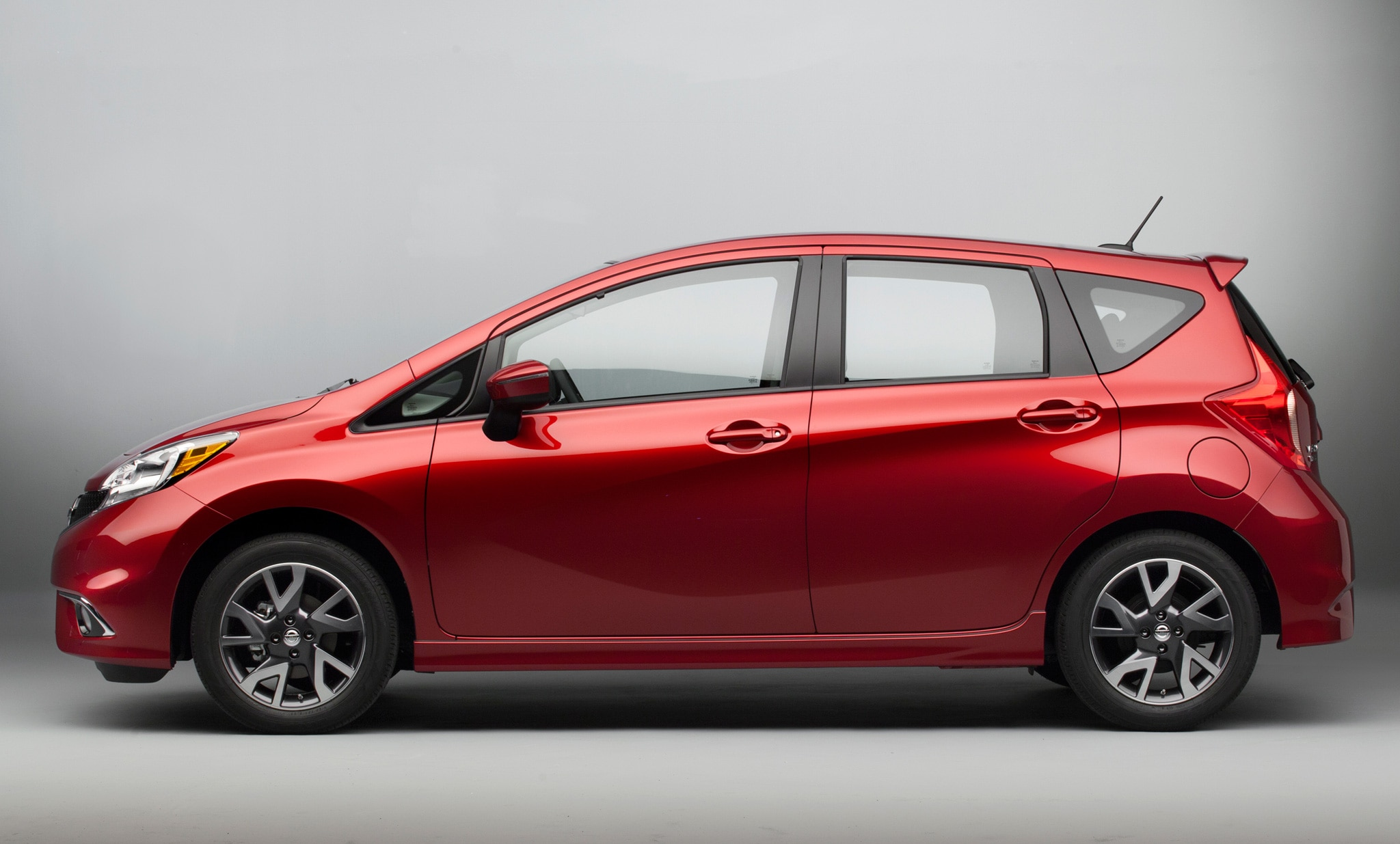 2015 nissan versa note sr debuts at 2014 chicago auto show. Black Bedroom Furniture Sets. Home Design Ideas